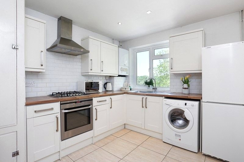 2 bed maisonette to rent in Park Road, Barnet - Property Image 1