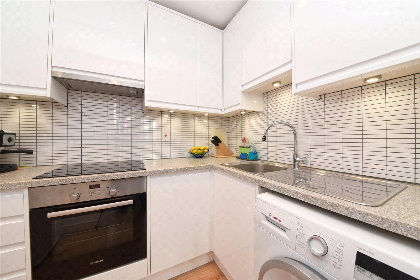 Apartment to rent in Glyn Avenue, New Barnet, EN4