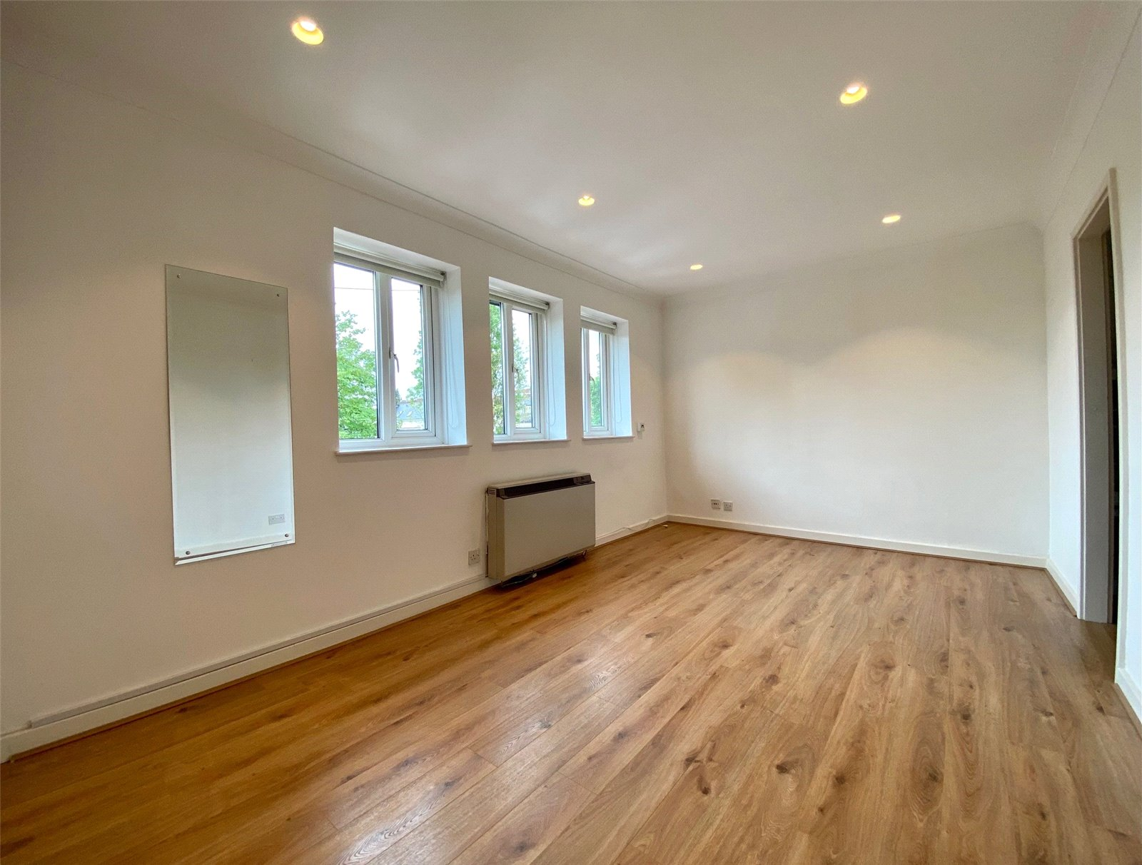 Apartment to rent in Glyn Avenue, New Barnet 4