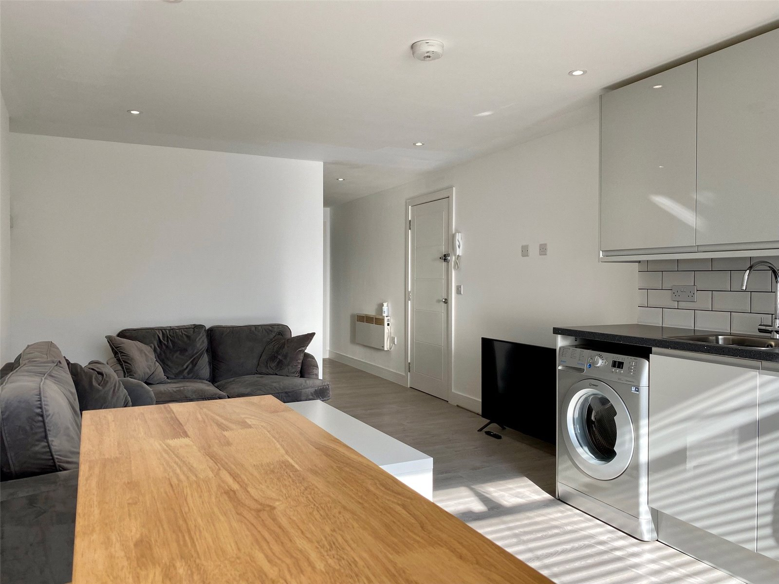 Apartment to rent in Oakleigh Gardens, Whetstone, N20