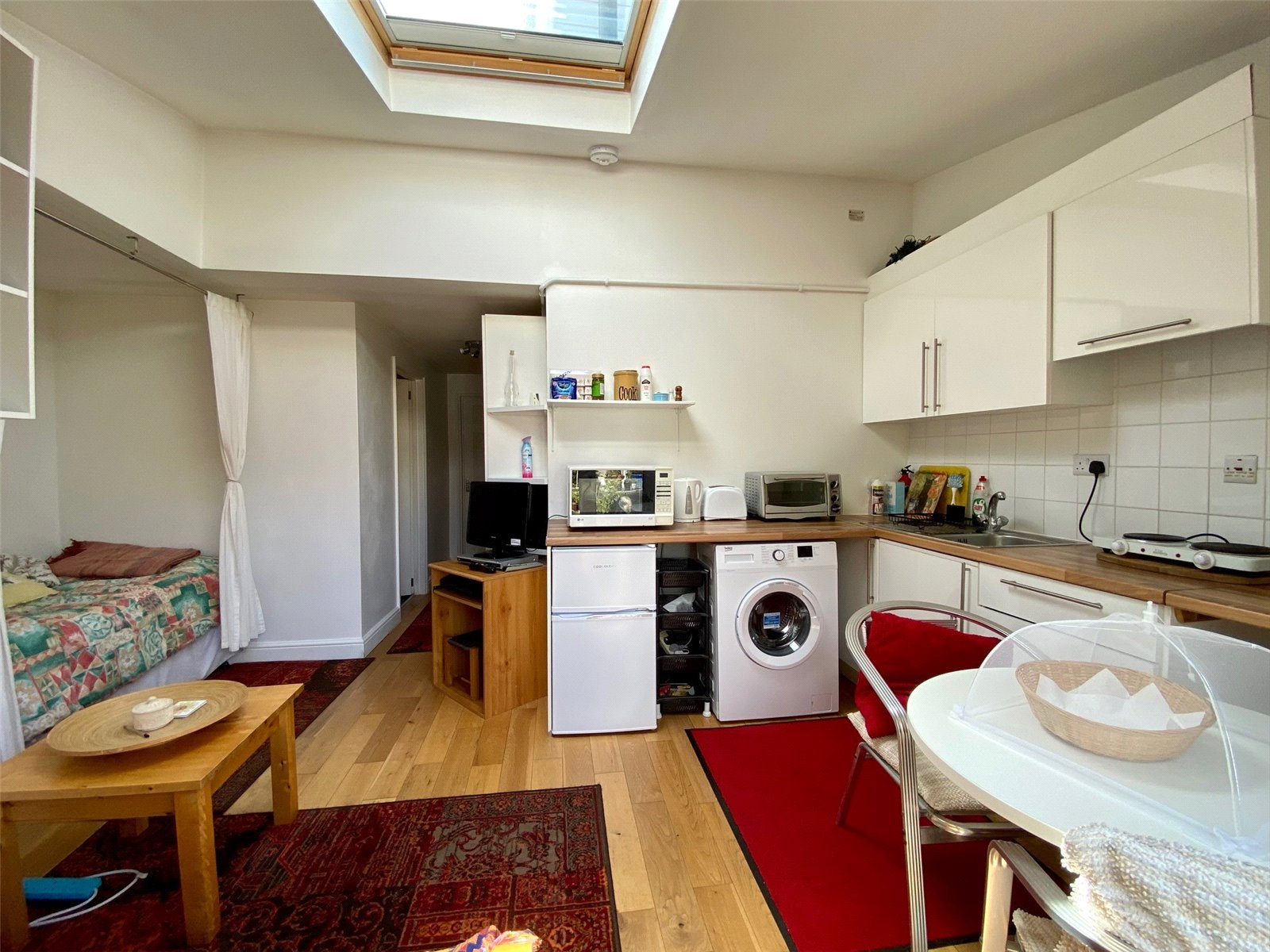 Apartment to rent in Lonsdale Drive, Enfield, EN2