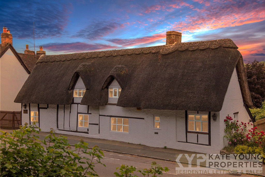 3 bed house to rent in High Street, Aylesbury  - Property Image 1
