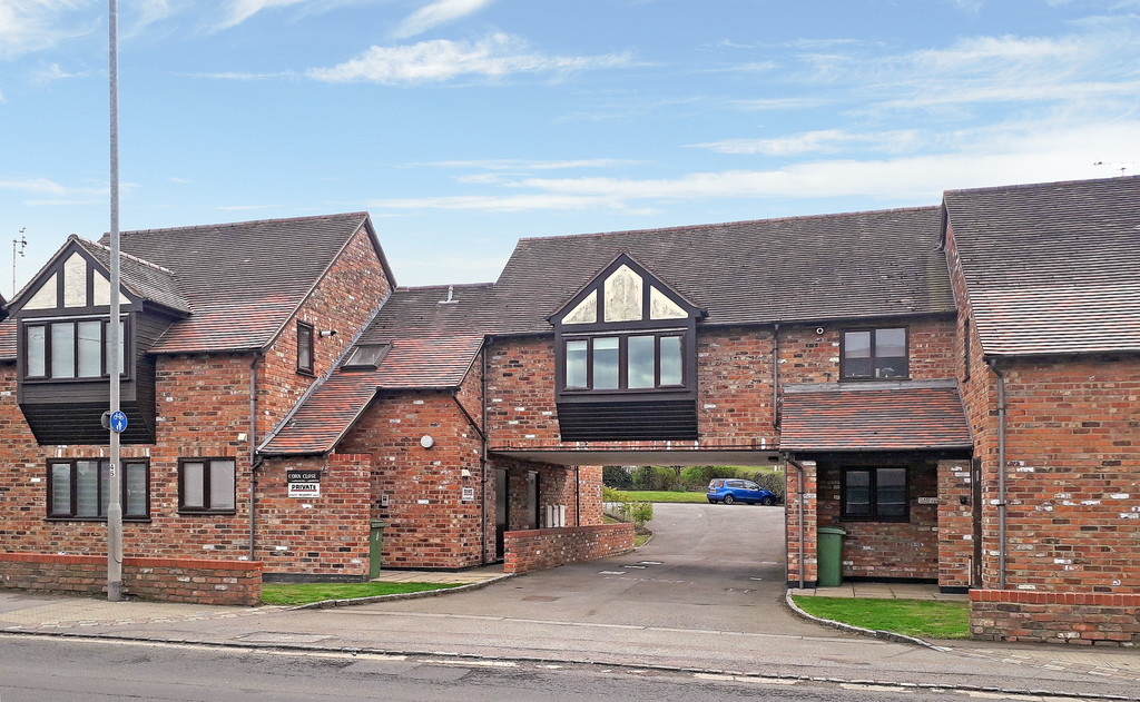 2 bed flat for sale in Corn Close, Aylesbury  - Property Image 3