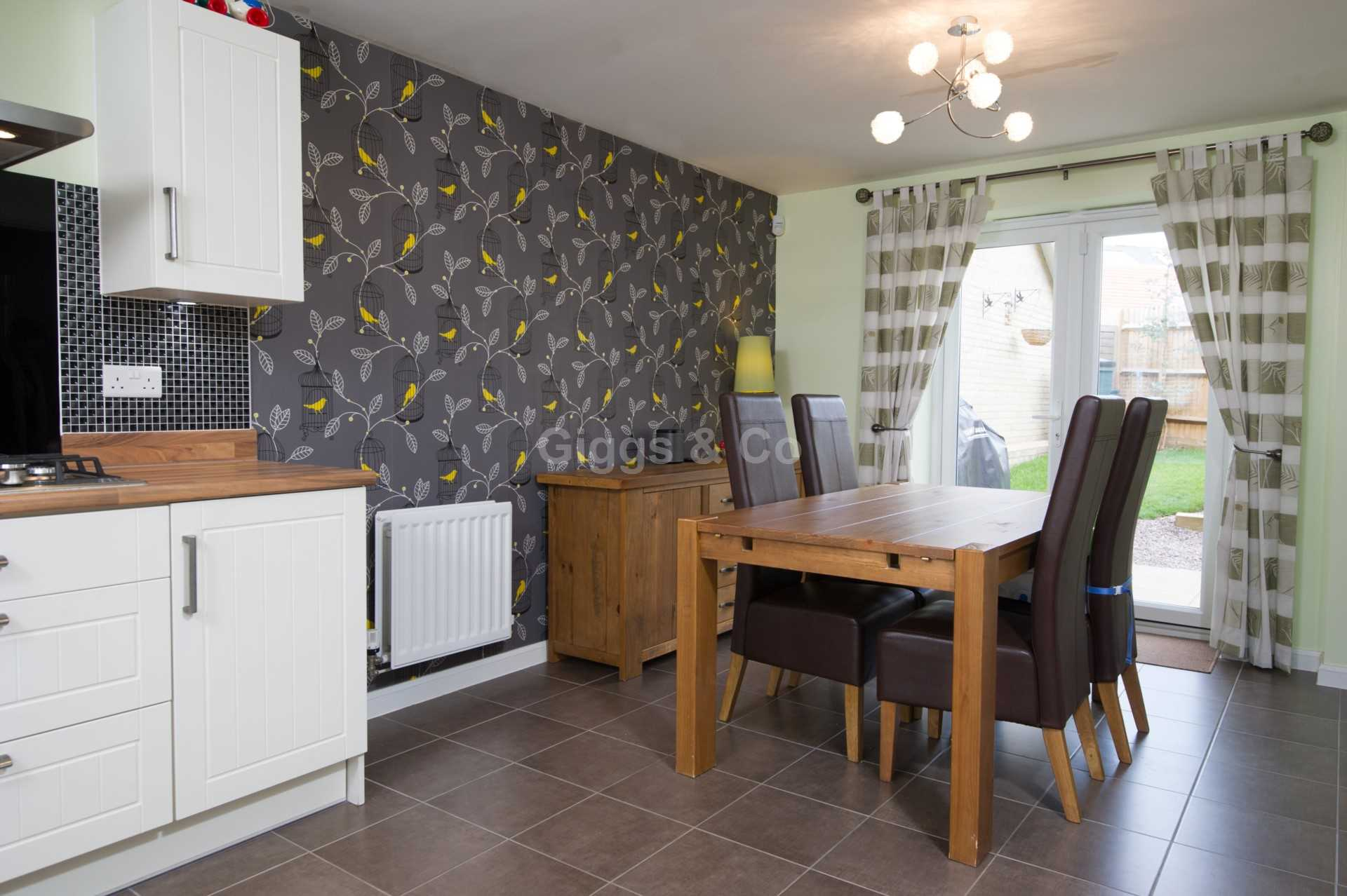 4 bed detached house to rent in Waterland, St. Neots 2