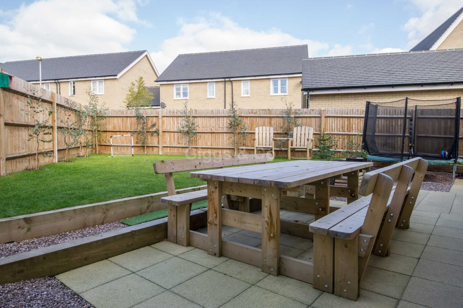 4 bed detached house to rent in Waterland, St. Neots 11