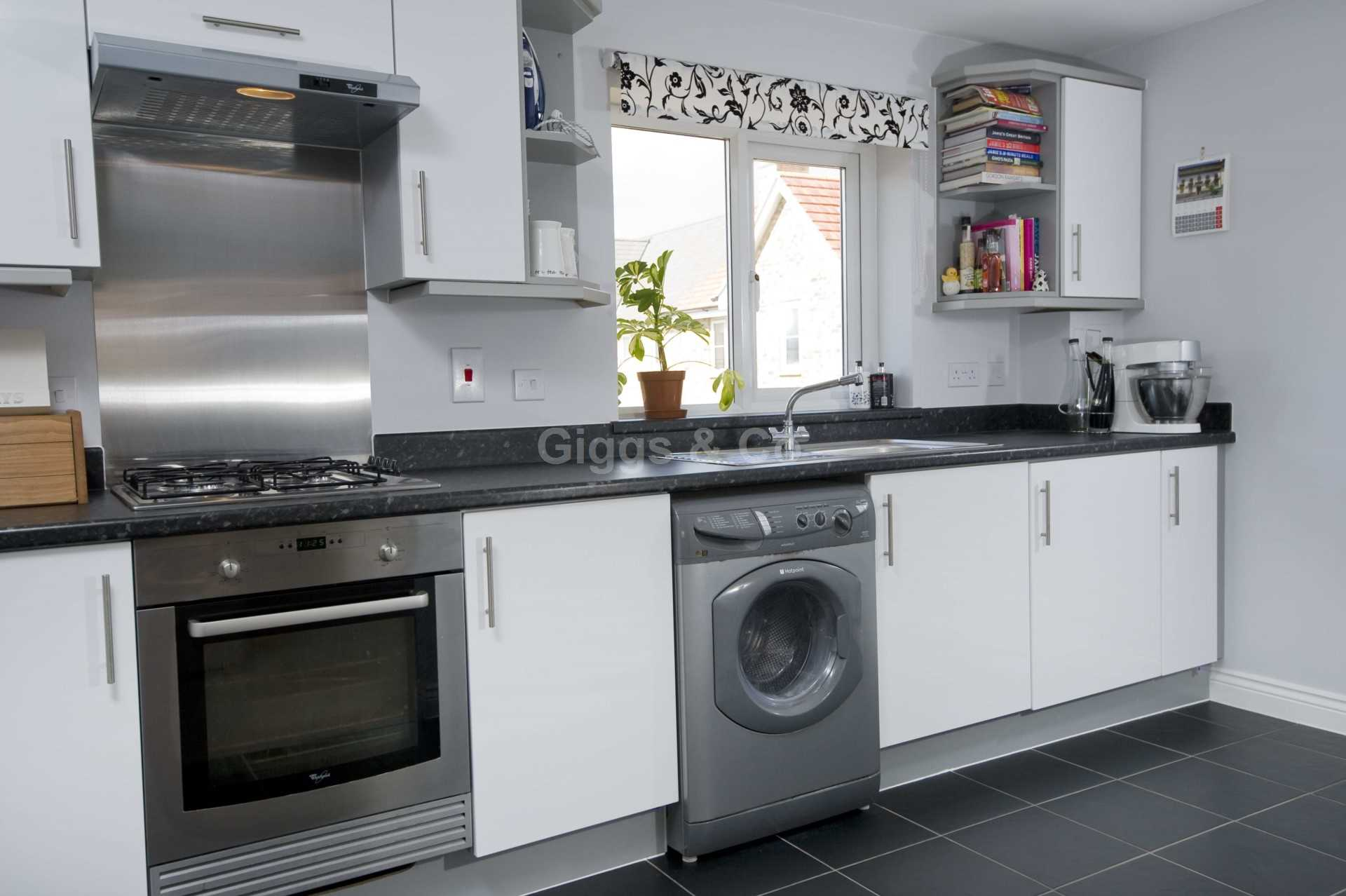 2 bed detached house to rent in Middle Ground, St Neots 3