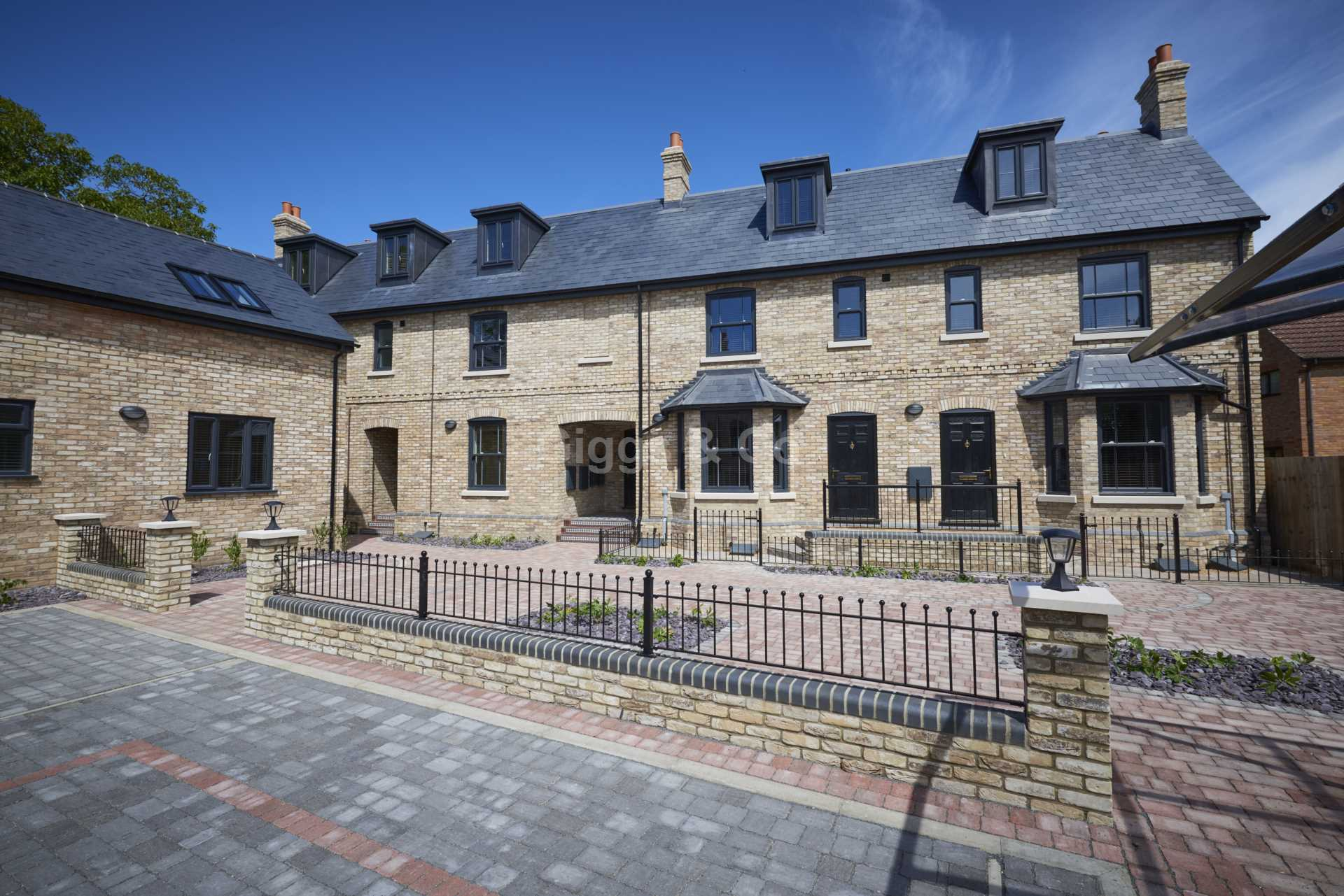 1 bed studio flat to rent in East Street, St.Ives  - Property Image 1