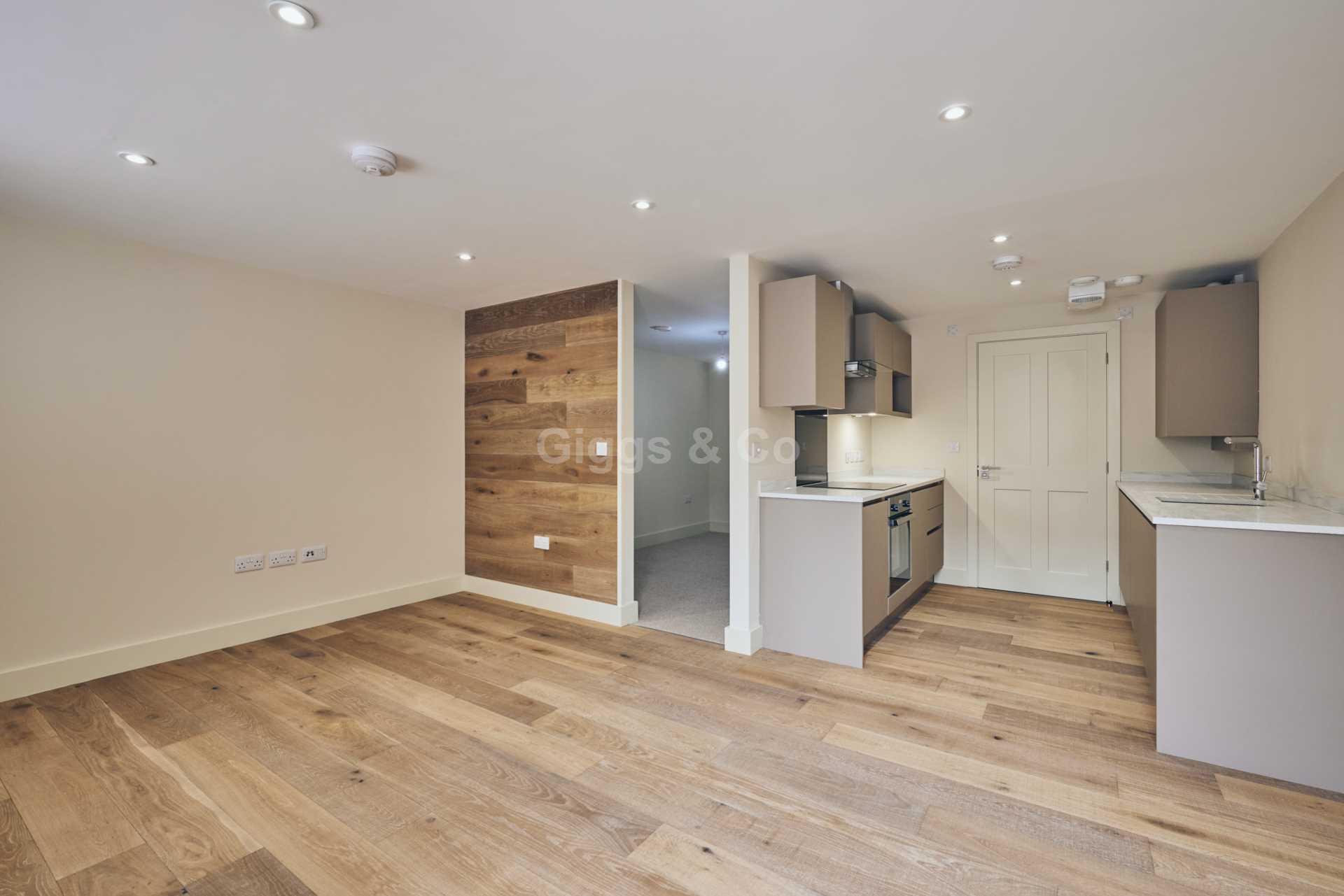 1 bed studio flat to rent in East Street, St.Ives 1