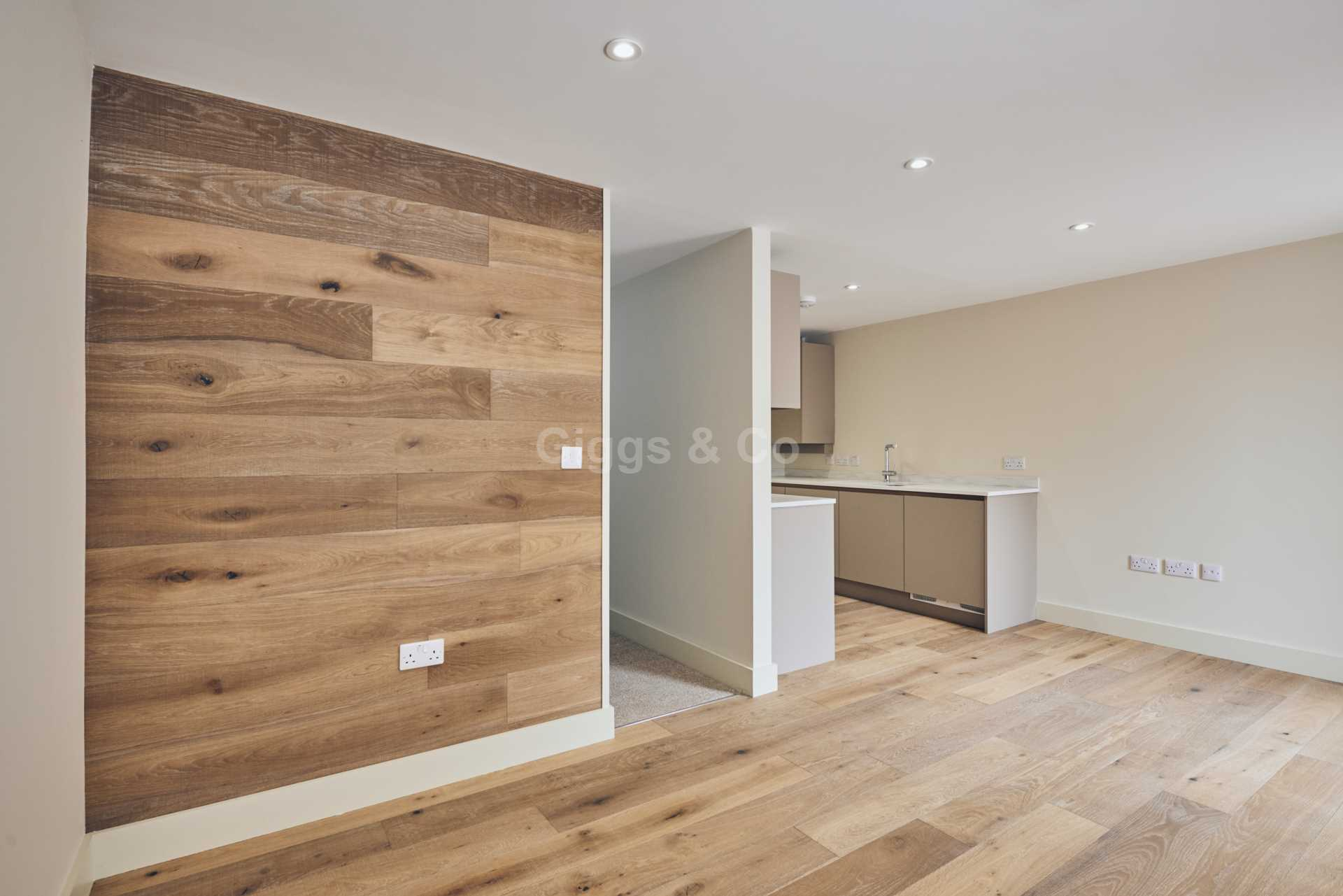 1 bed studio flat to rent in East Street, St.Ives 2