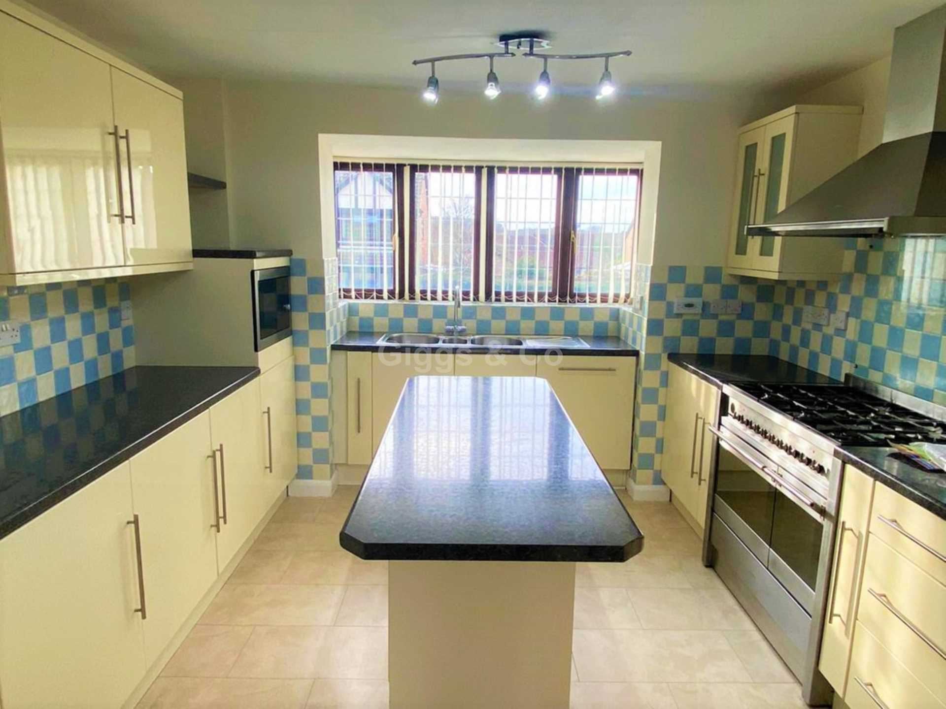 4 bed detached house to rent in Woodmere, Luton 1