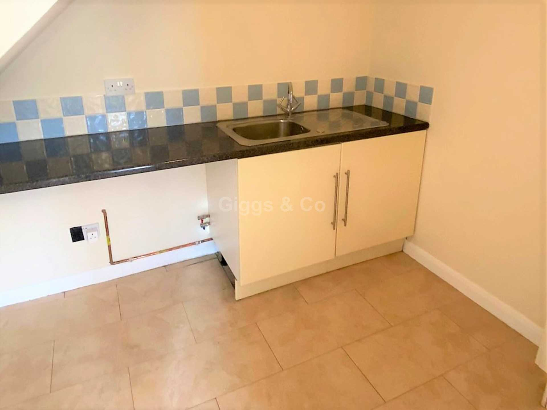 4 bed detached house to rent in Woodmere, Luton 2