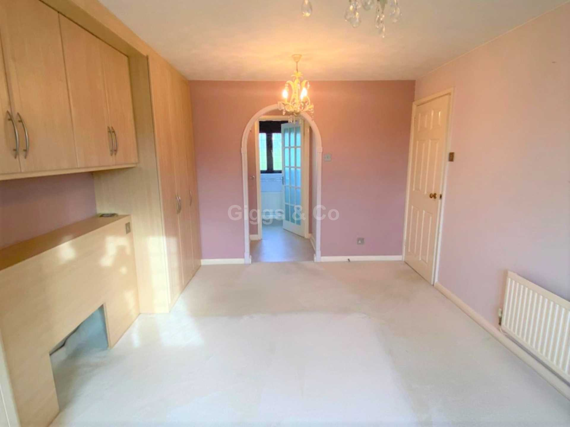 4 bed detached house to rent in Woodmere, Luton 8