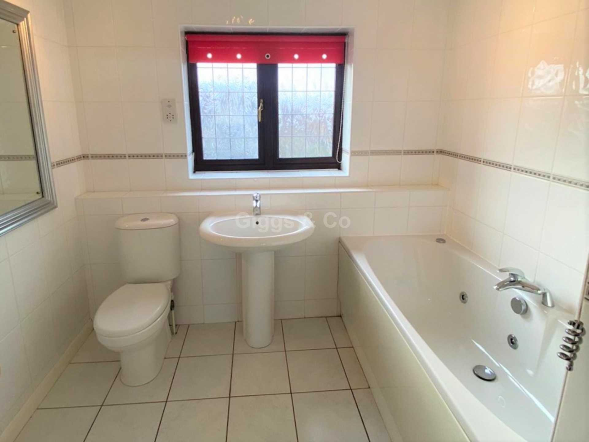 4 bed detached house to rent in Woodmere, Luton 11