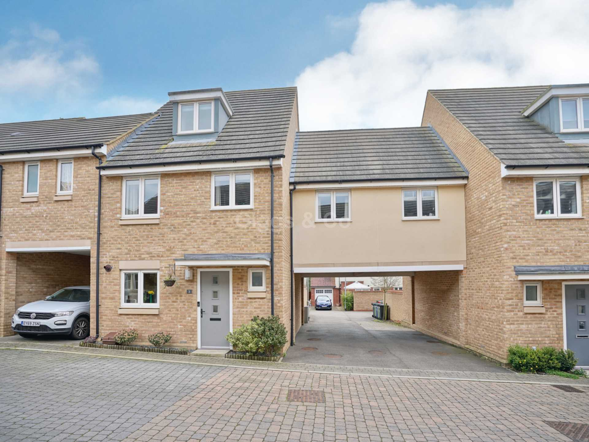 4 bed detached house to rent in Anderson Close, St Neots, PE19