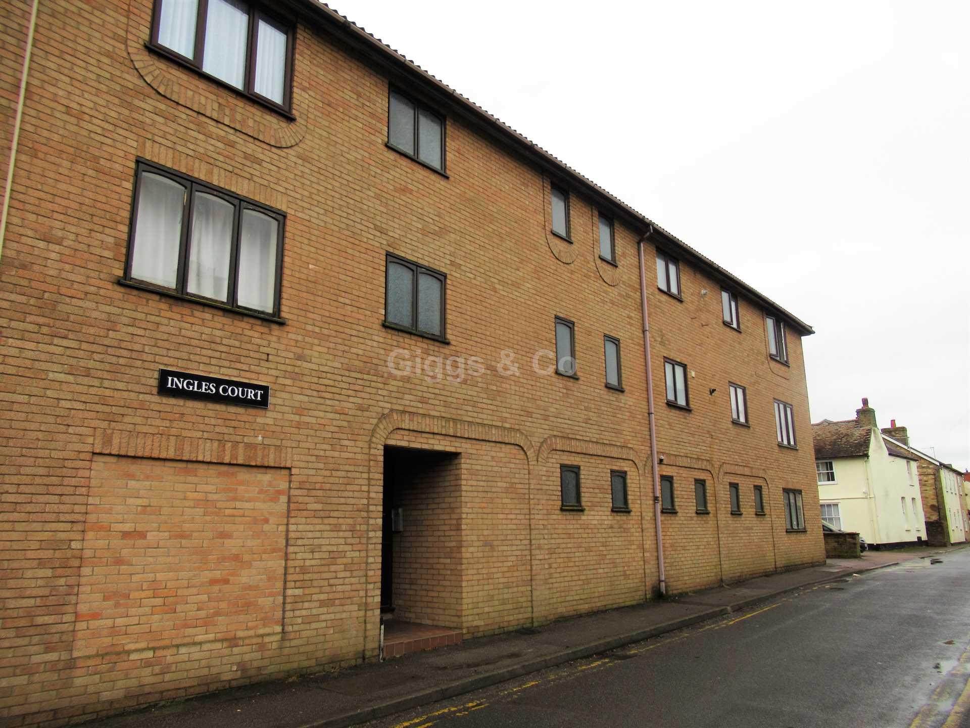 1 bed studio flat to rent in Ingles court,Russell Street, St Neots, PE19