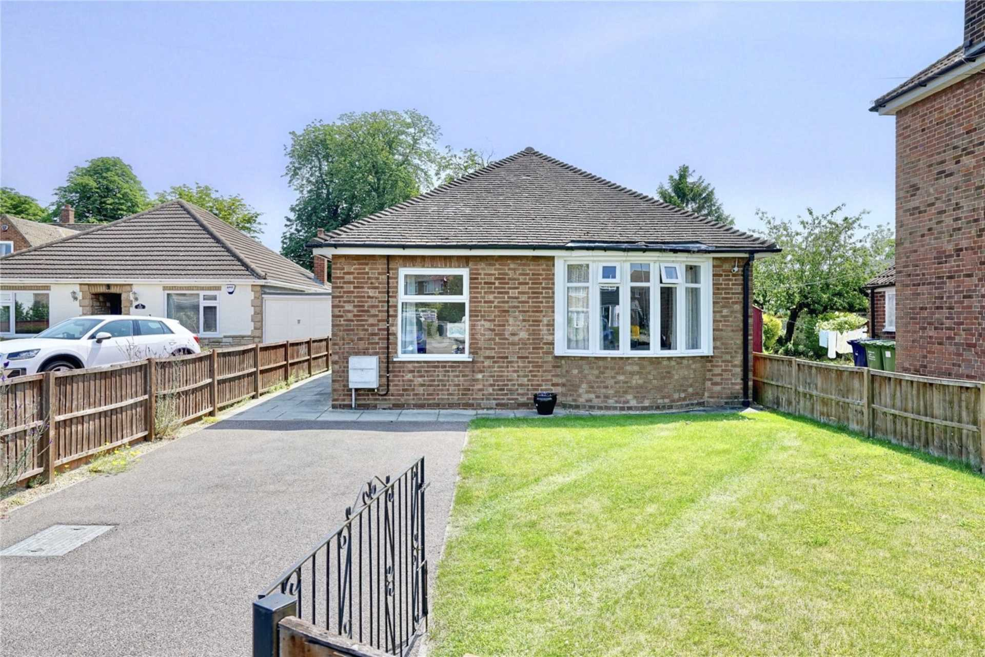 3 bed bungalow to rent in St Neots Road, Eaton Ford, St Neots, PE19