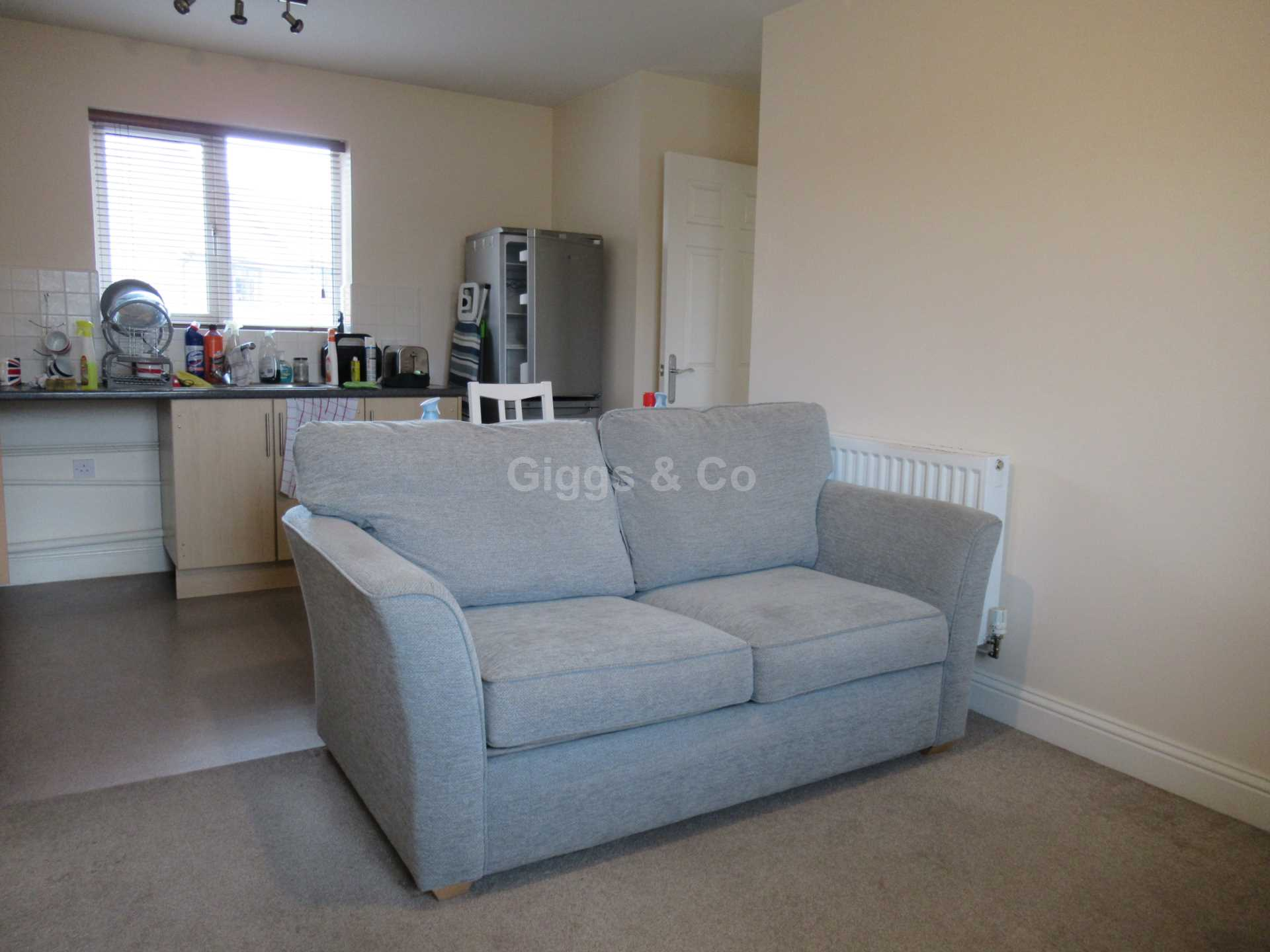 2 bed detached house to rent in The Warren, St Neots 3