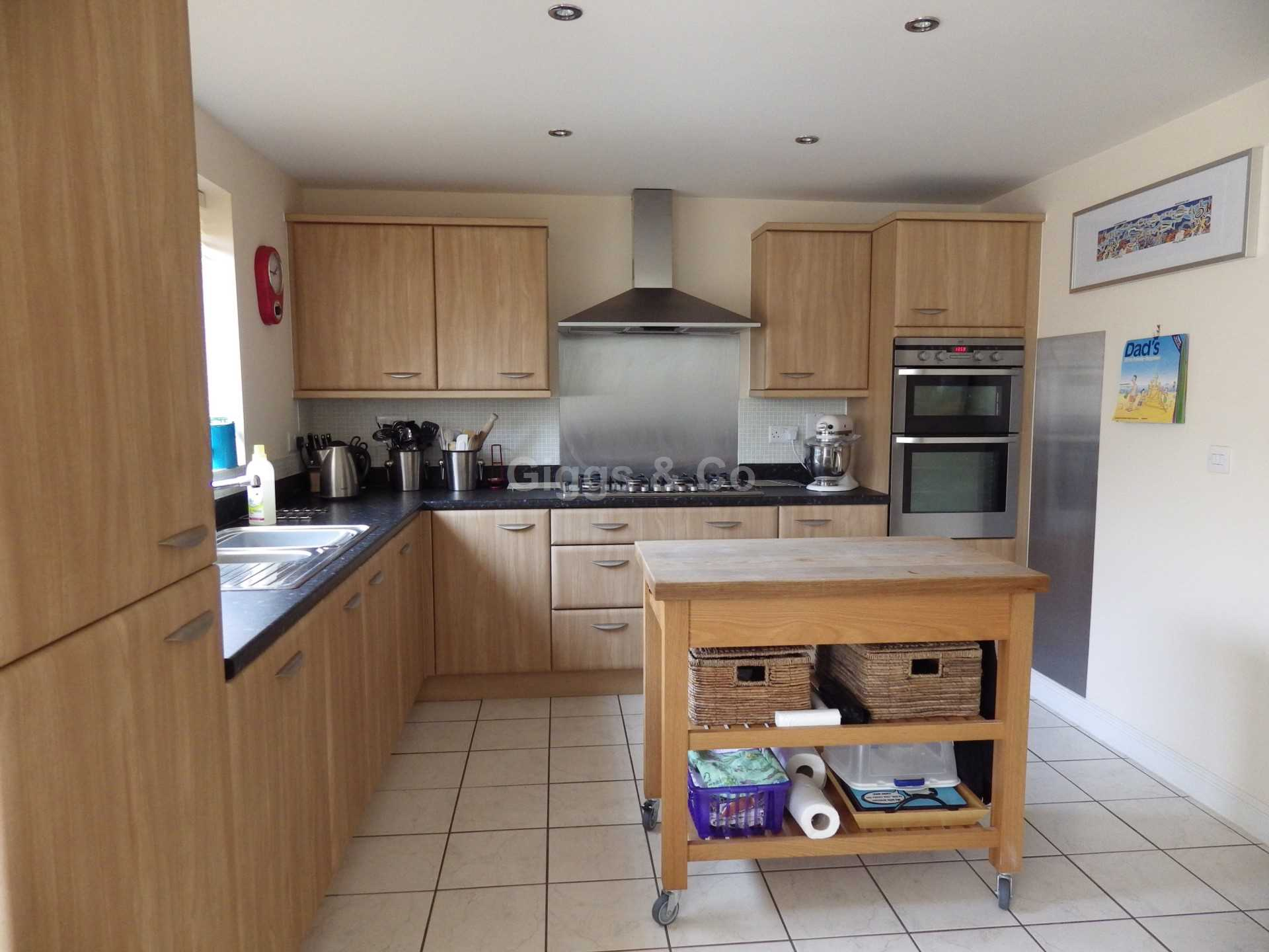 5 bed detached house to rent in Stone Hill, St Neots  - Property Image 3