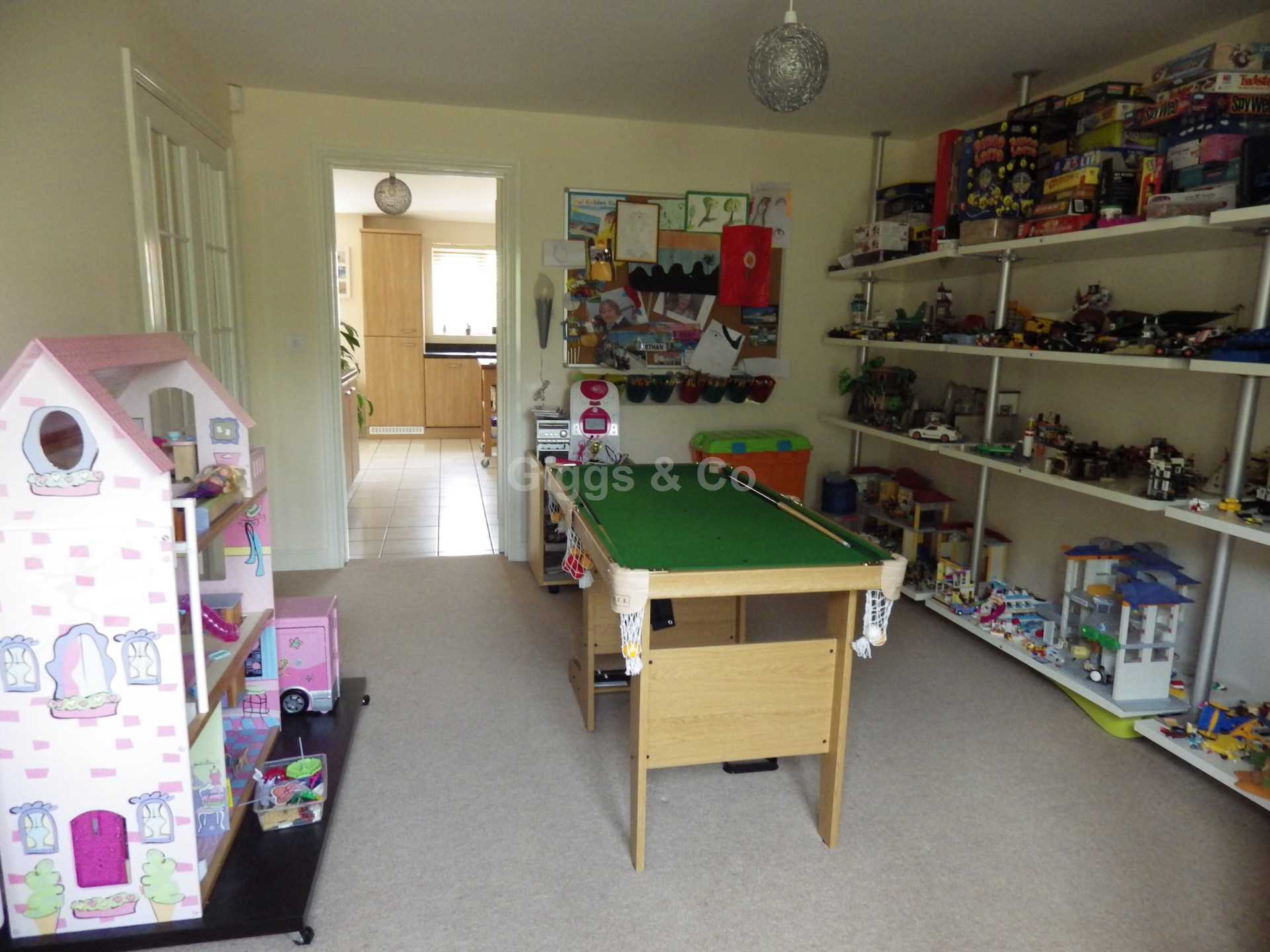 5 bed detached house to rent in Stone Hill, St Neots 5
