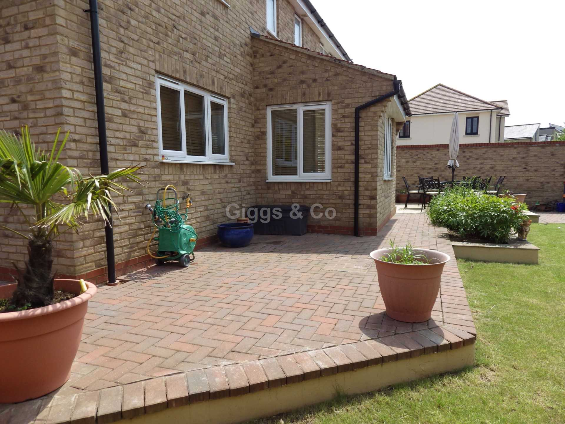 5 bed detached house to rent in Stone Hill, St Neots 10