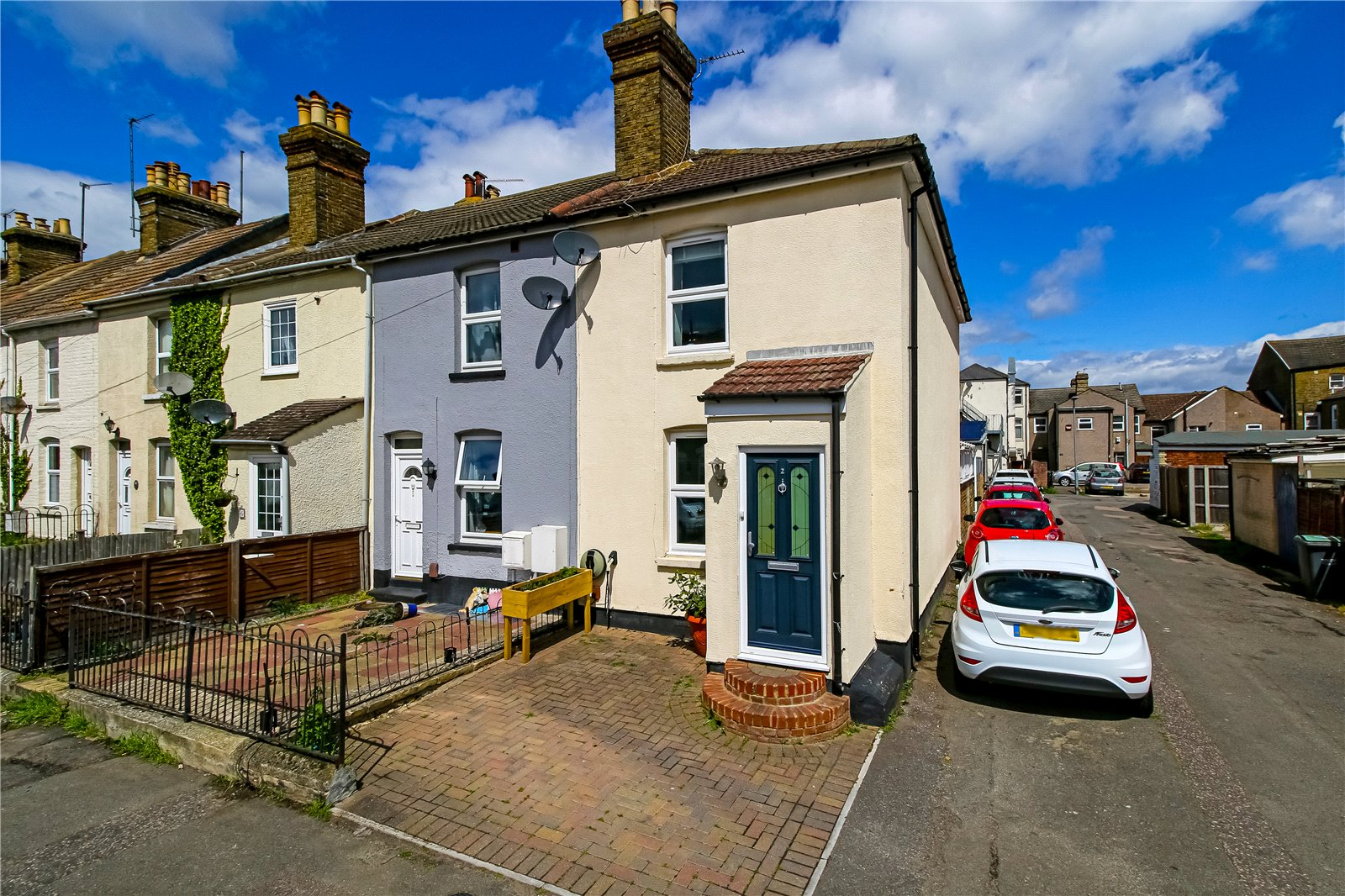 3 bed house for sale in Portland Place, Snodland, ME6