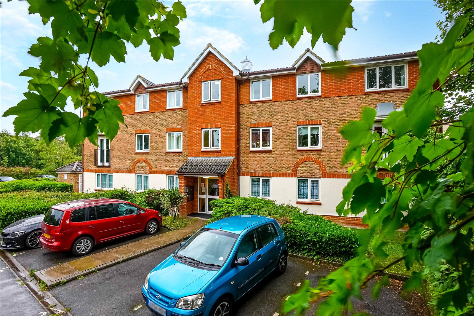 2 bed apartment for sale in Lindisfarne Gardens, Maidstone, ME16