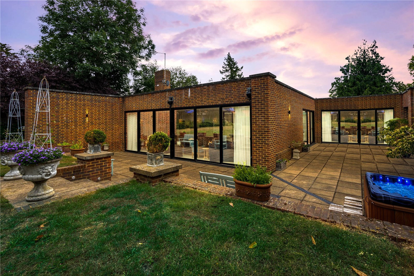 3 bed house for sale in Eyhorne Street, Hollingbourne 1