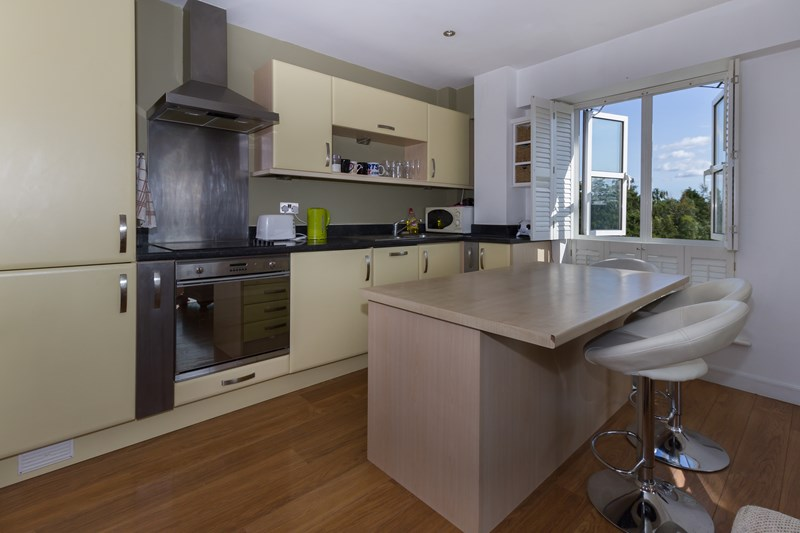 2 bed flat to rent in Rotary Way, Colchester, Essex, CO3