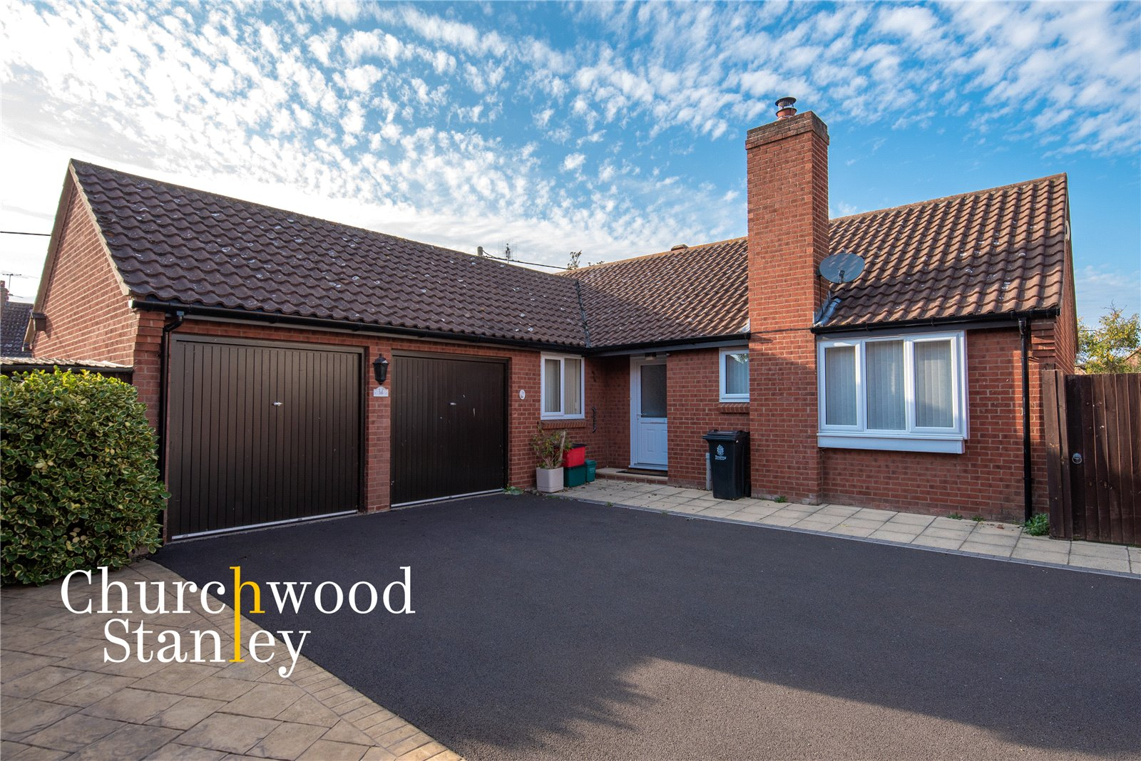 3 bed bungalow for sale in Chapel Croft, Ardleigh, Colchester - Property Image 1