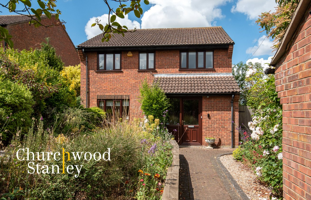 4 bed house for sale in Gainsborough Drive, Lawford, Manningtree  - Property Image 1