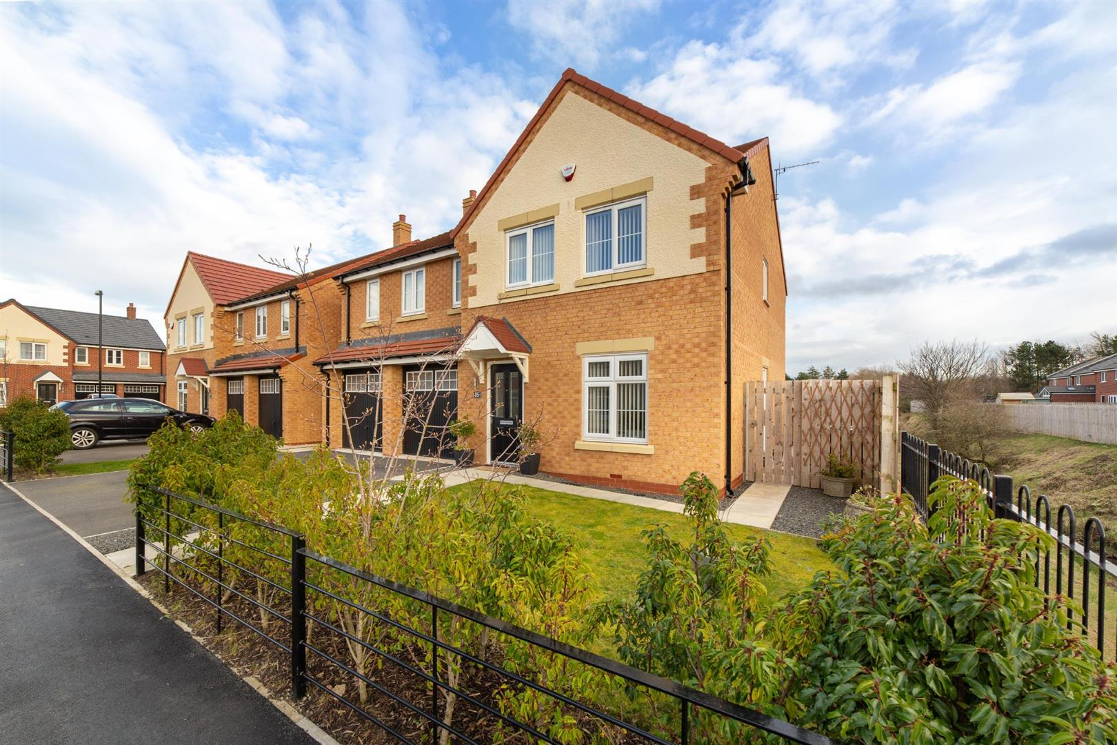 5 bed detached house for sale in Whitley Bay, NE25 9GL  - Property Image 1