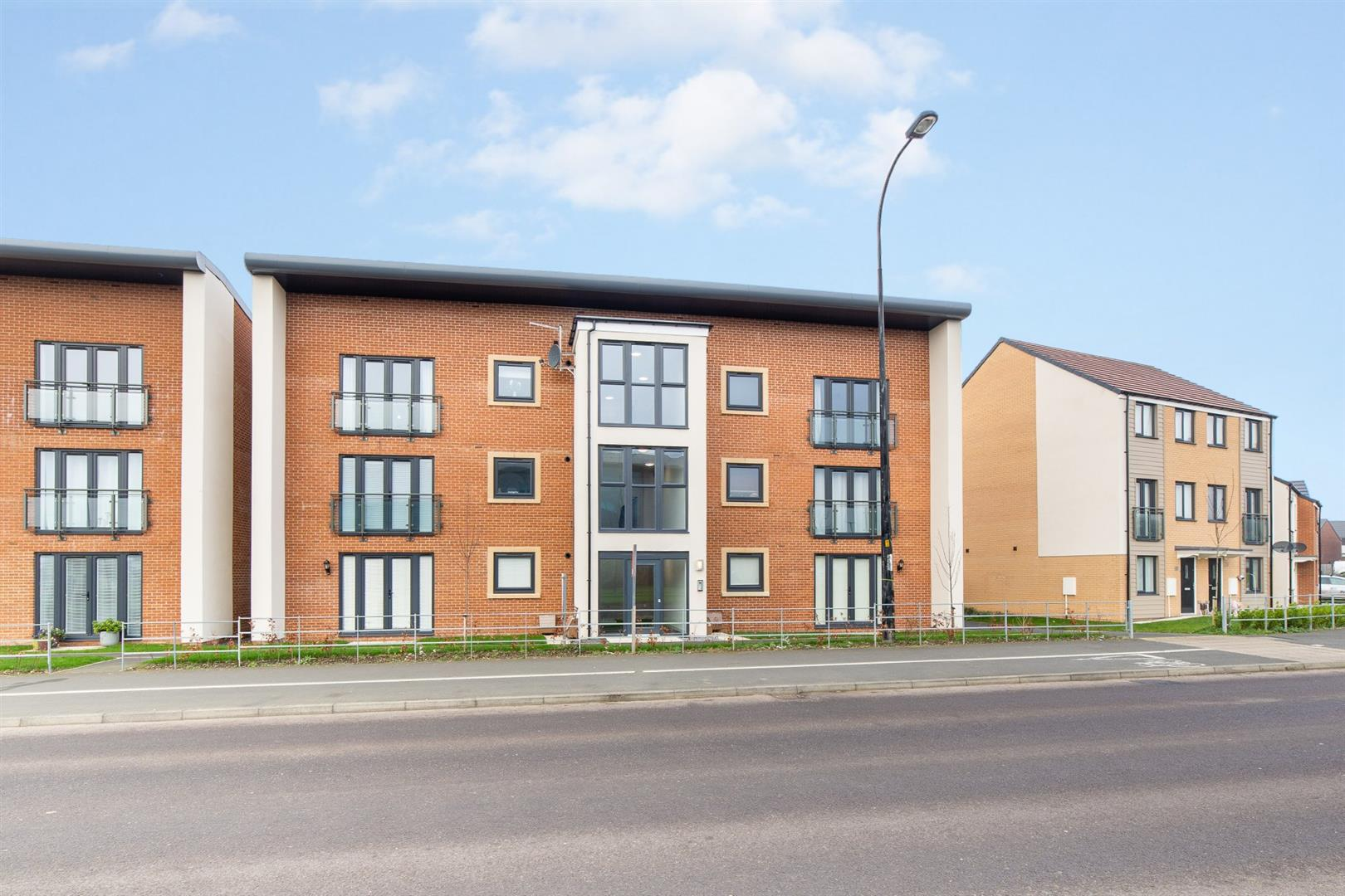 2 bed apartment for sale in Newcastle Upon Tyne, NE13 9EP - Property Image 1