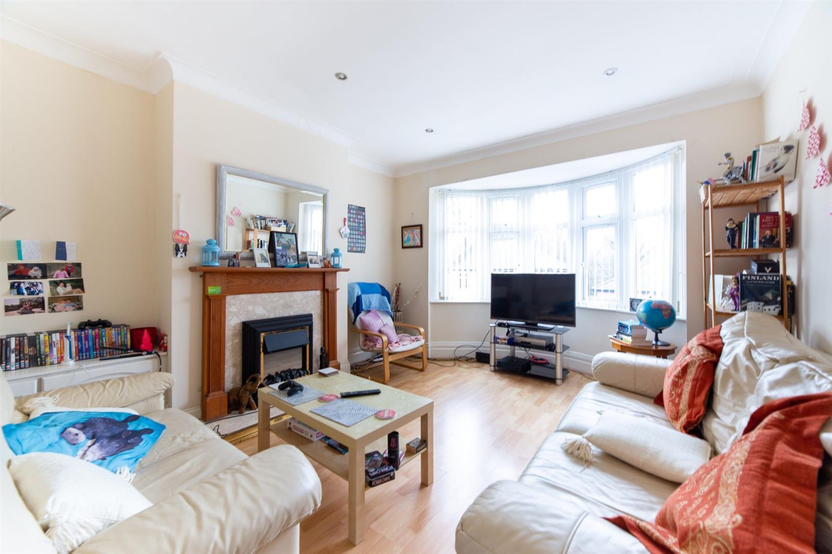 3 bed flat to rent in Shaftesbury Grove, Heaton, NE6