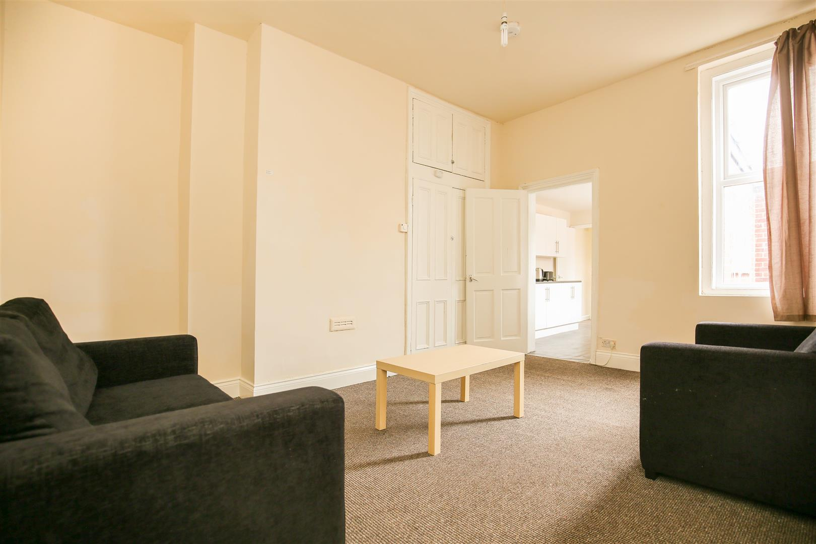 3 bed flat to rent in Forsyth Road, Jesmond, NE2