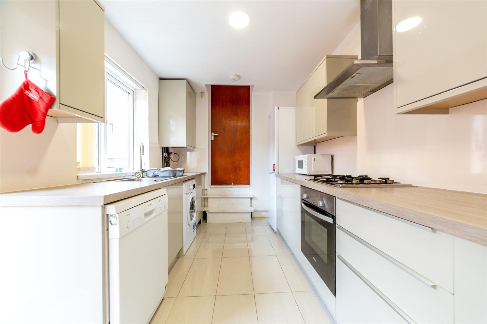 6 bed maisonette to rent in Newcastle Upon Tyne, NE2 1DP, NE2