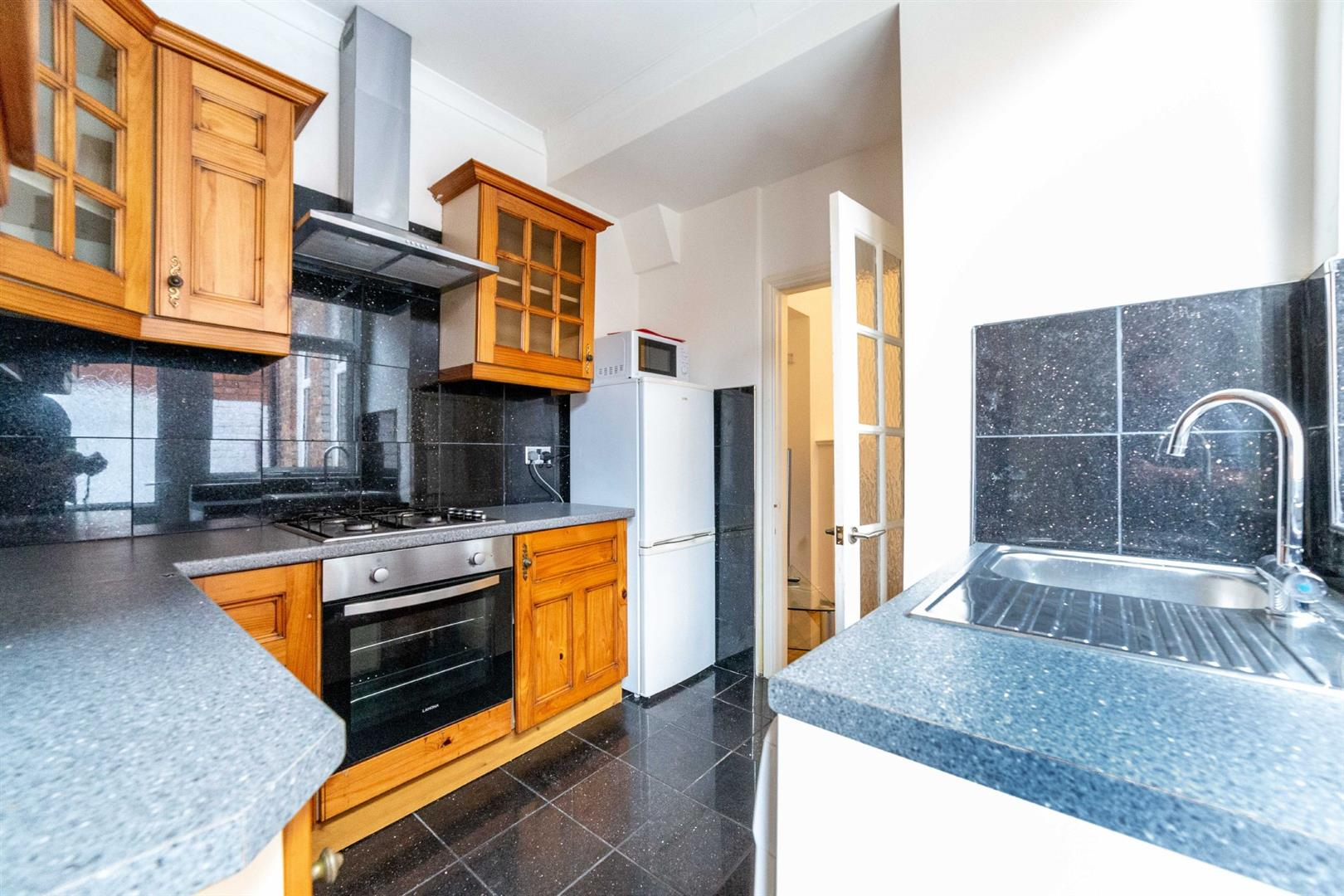 2 bed flat to rent in Newcastle Upon Tyne, NE2 2NJ 1