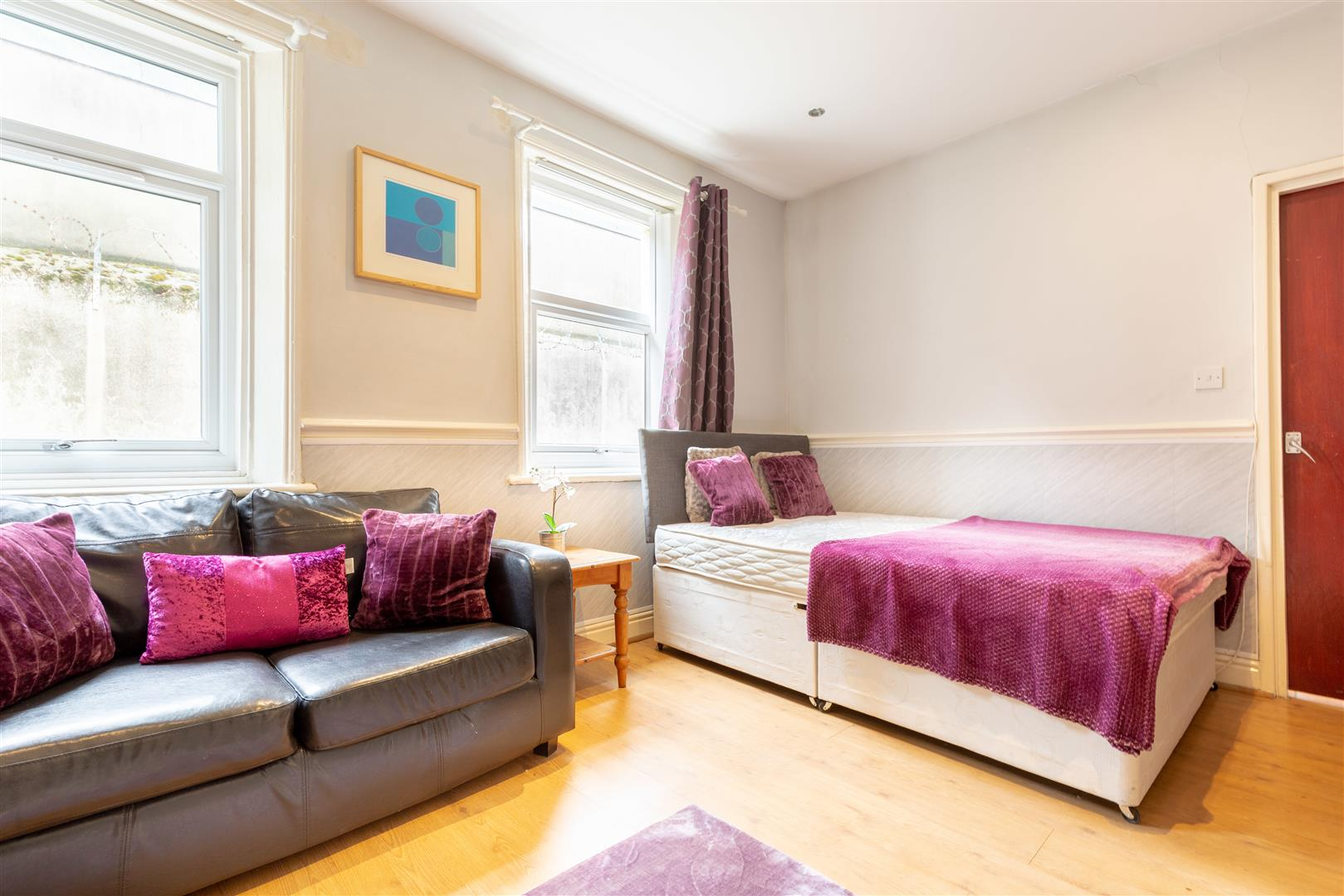 1 bed studio flat to rent in Westgate Road, City Centre  - Property Image 1