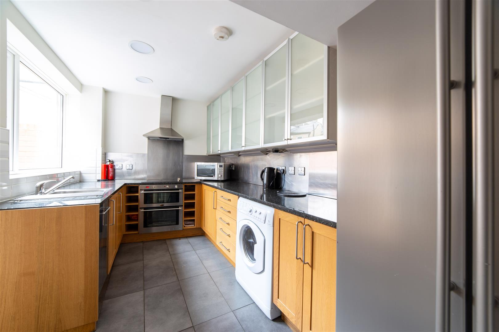 6 bed terraced house to rent in Sandyford, NE2 1AY 3