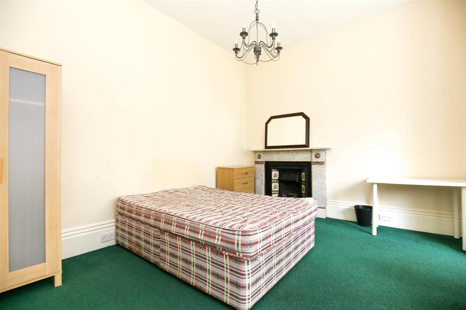 8 bed end of terrace house to rent in Queens Terrace, Jesmond  - Property Image 8