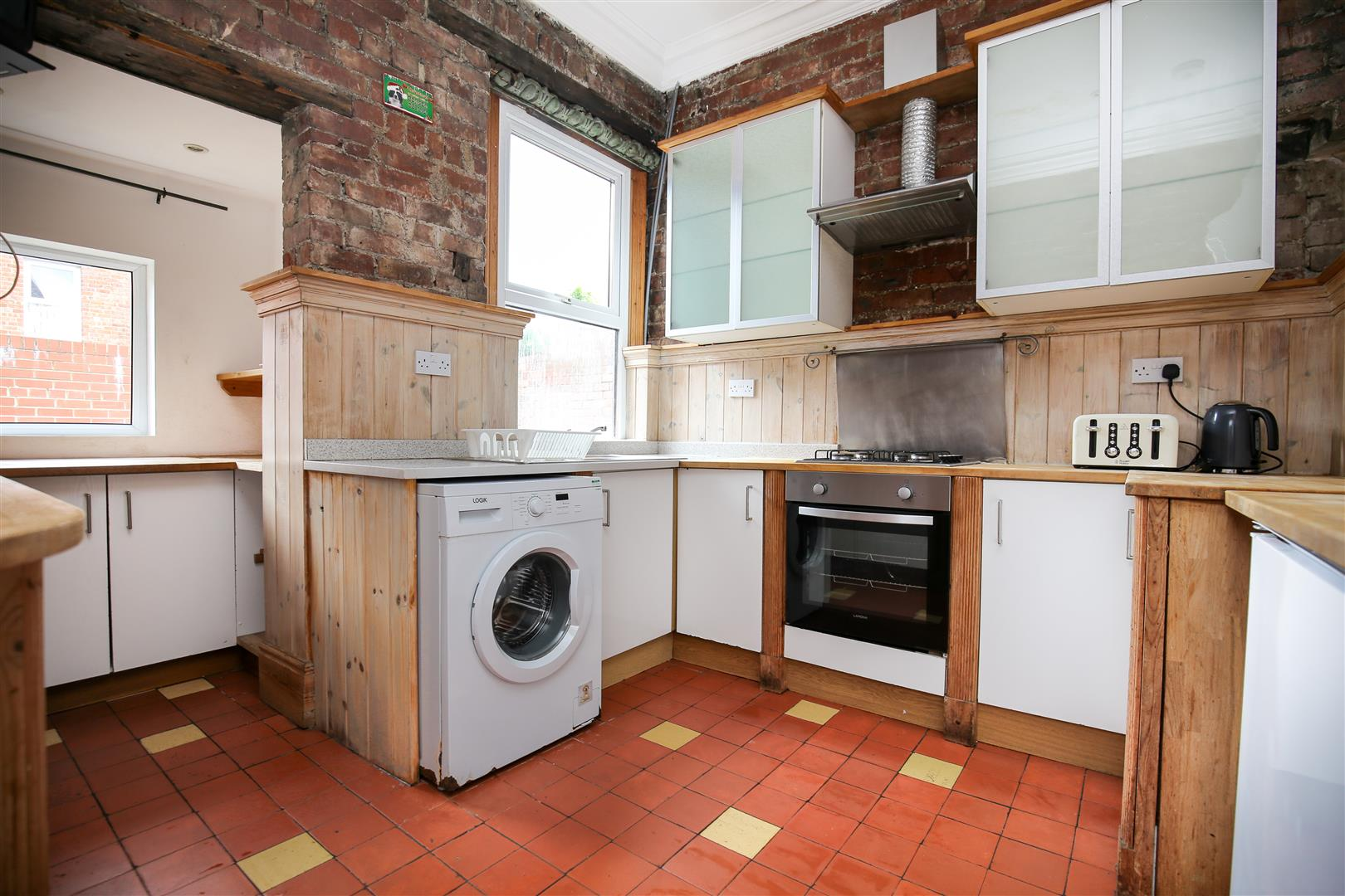 8 bed end of terrace house to rent in Queens Terrace, Jesmond  - Property Image 2