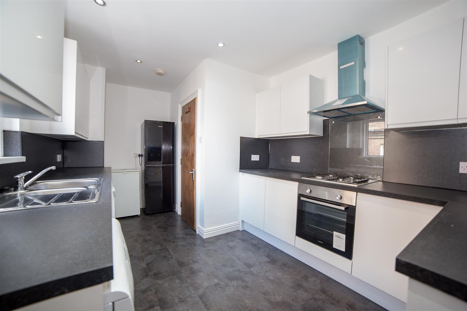 7 bed maisonette to rent in Newcastle Upon Tyne, NE2 1LB 1