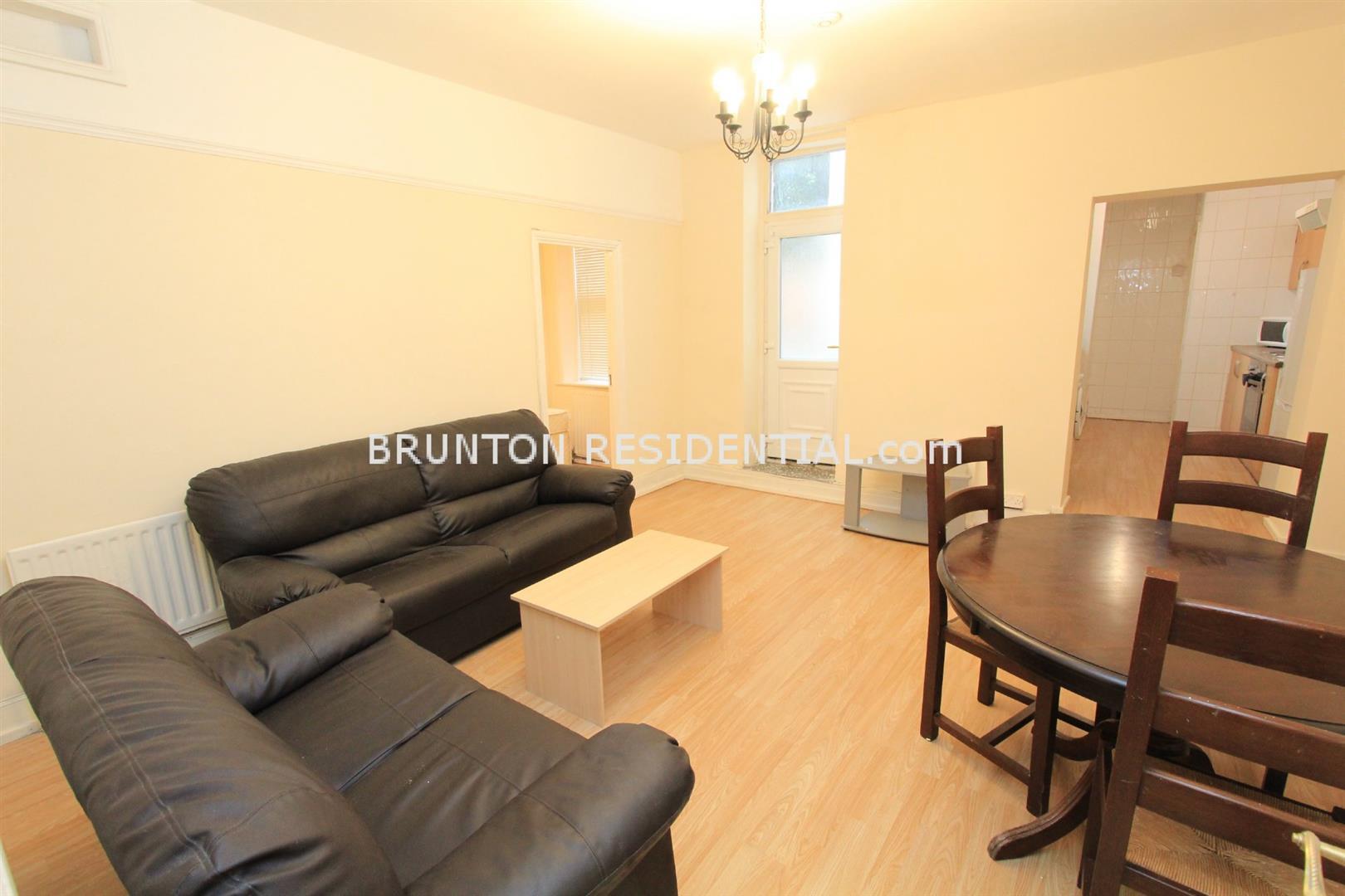 3 bed flat to rent in Deuchar Street, Jesmond, NE2
