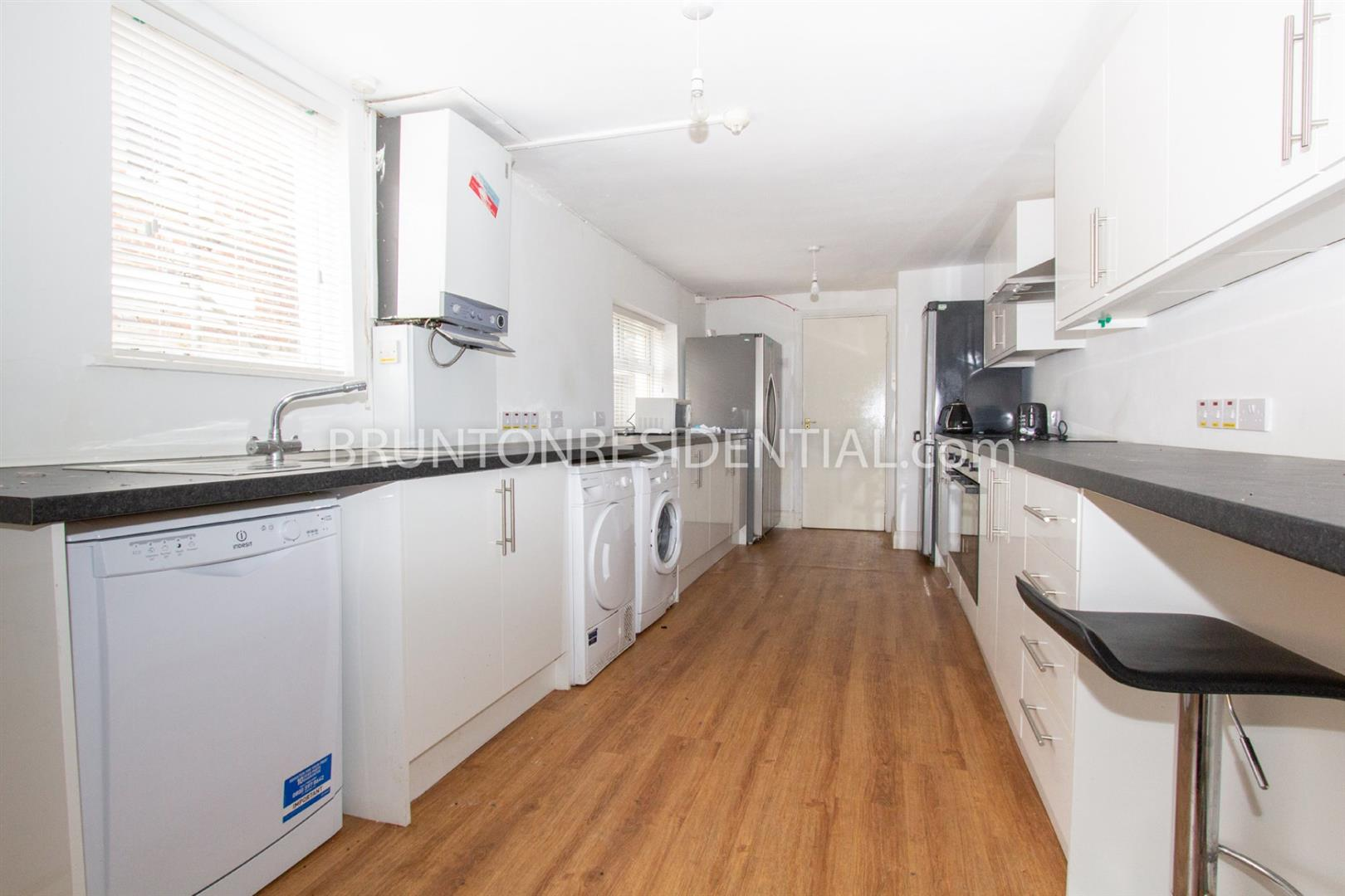 7 bed terraced house to rent in Newcastle Upon Tyne, NE2 2NB - Property Image 1