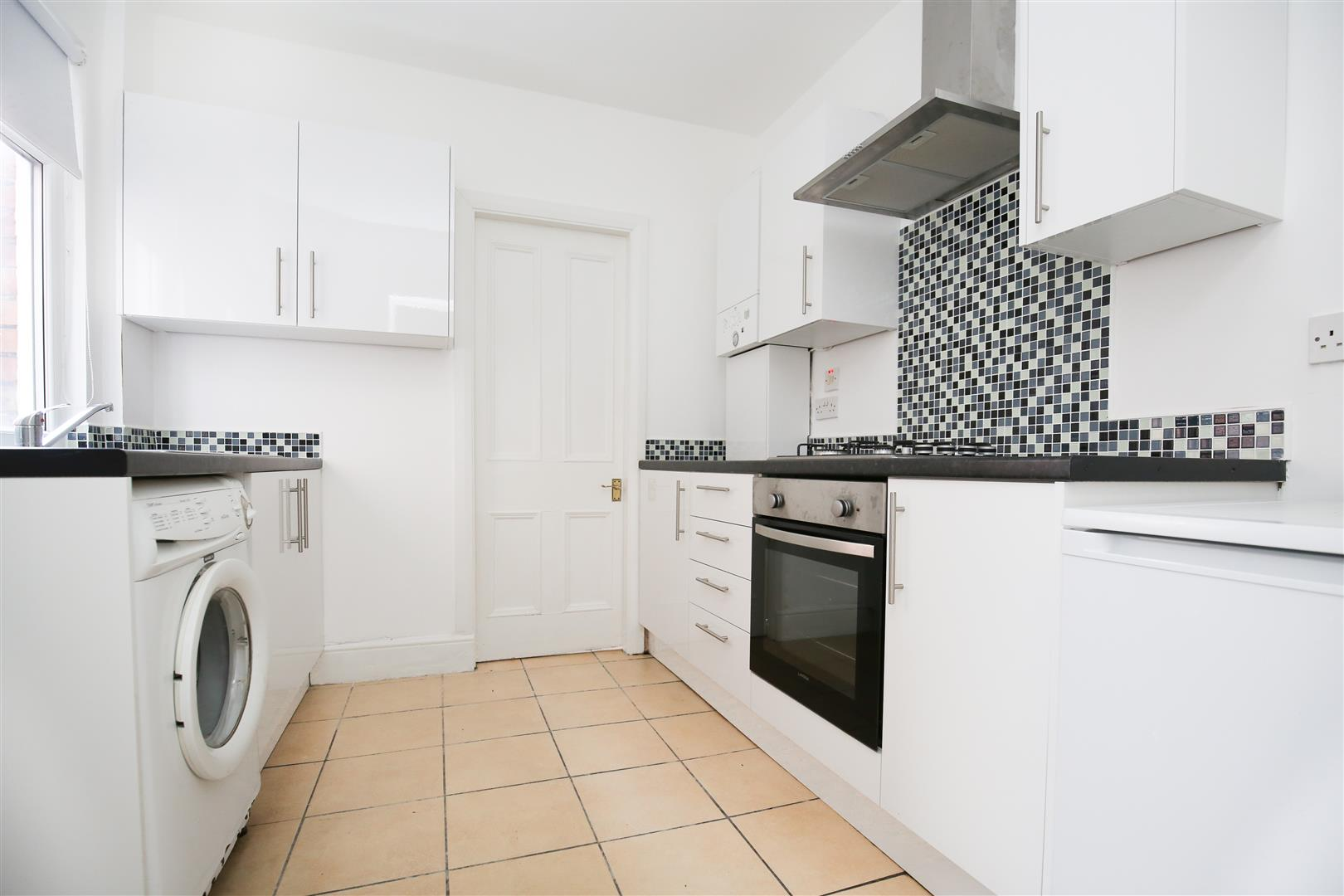 2 bed flat to rent in Cartington Terrace, Newcastle Upon Tyne, NE6