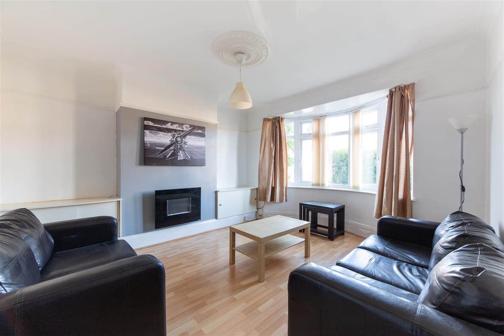 2 bed flat to rent in Benton Road, High Heaton, NE7
