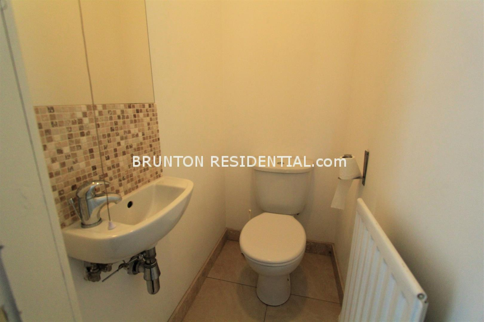 6 bed terraced house to rent in Claremont Street, Spital Tongues 11