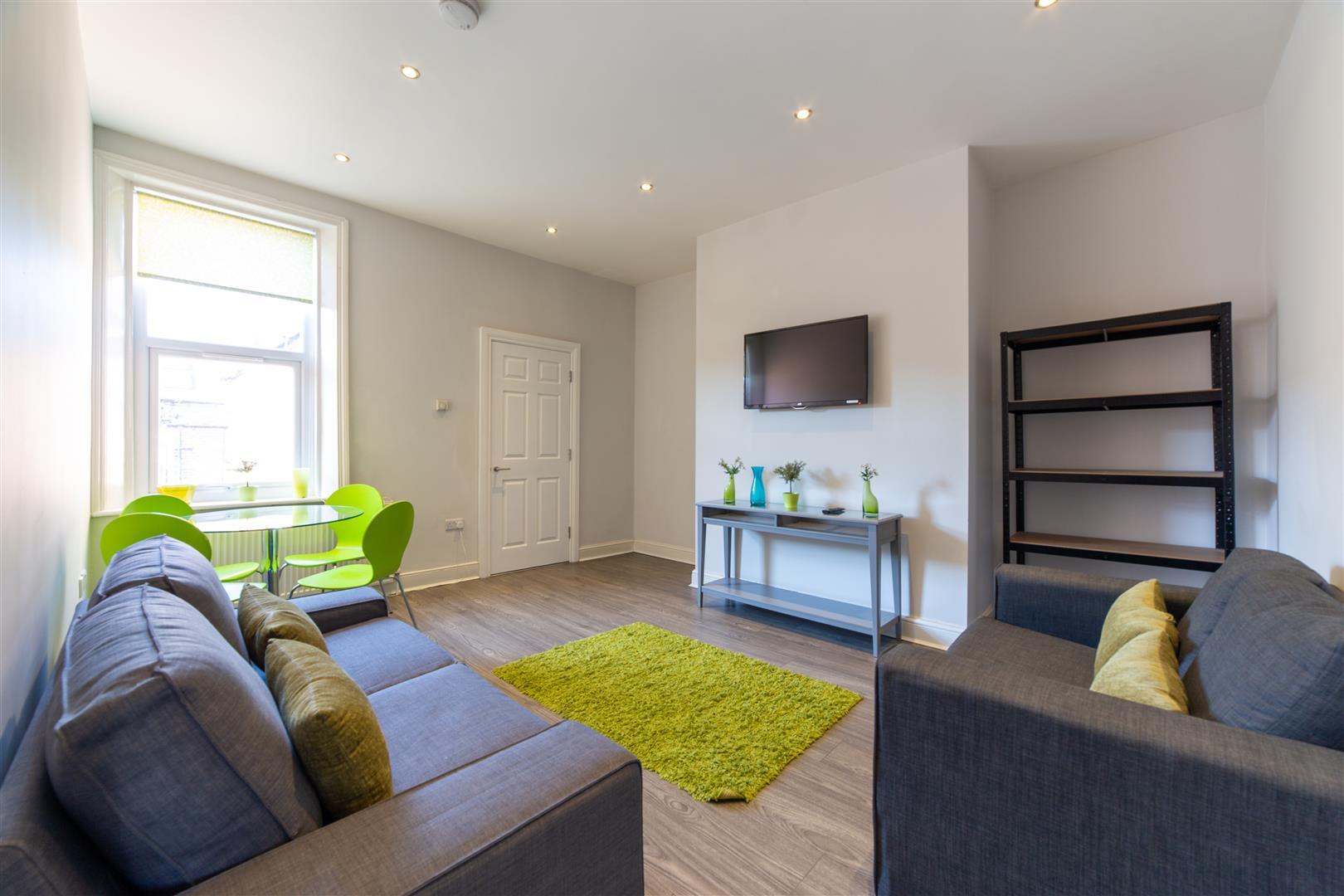 3 bed flat to rent in Hazelwood Avenue, Jesmond, NE2