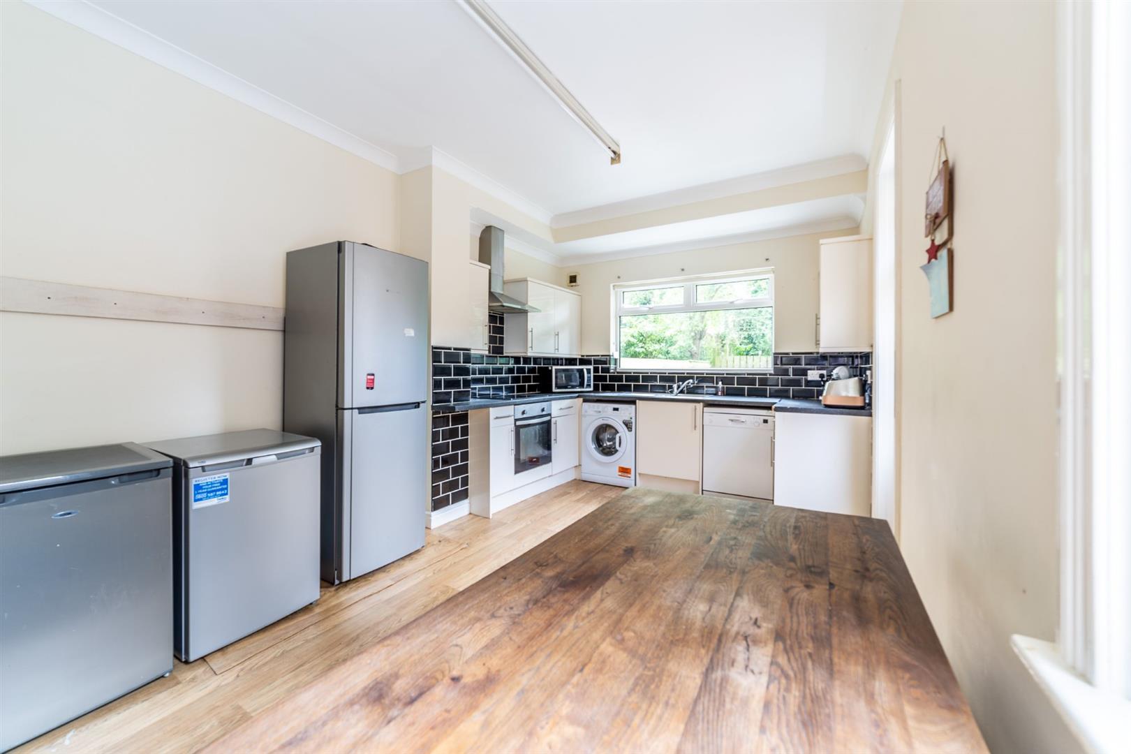 6 bed semi-detached house to rent in Osborne Road, Jesmond 6