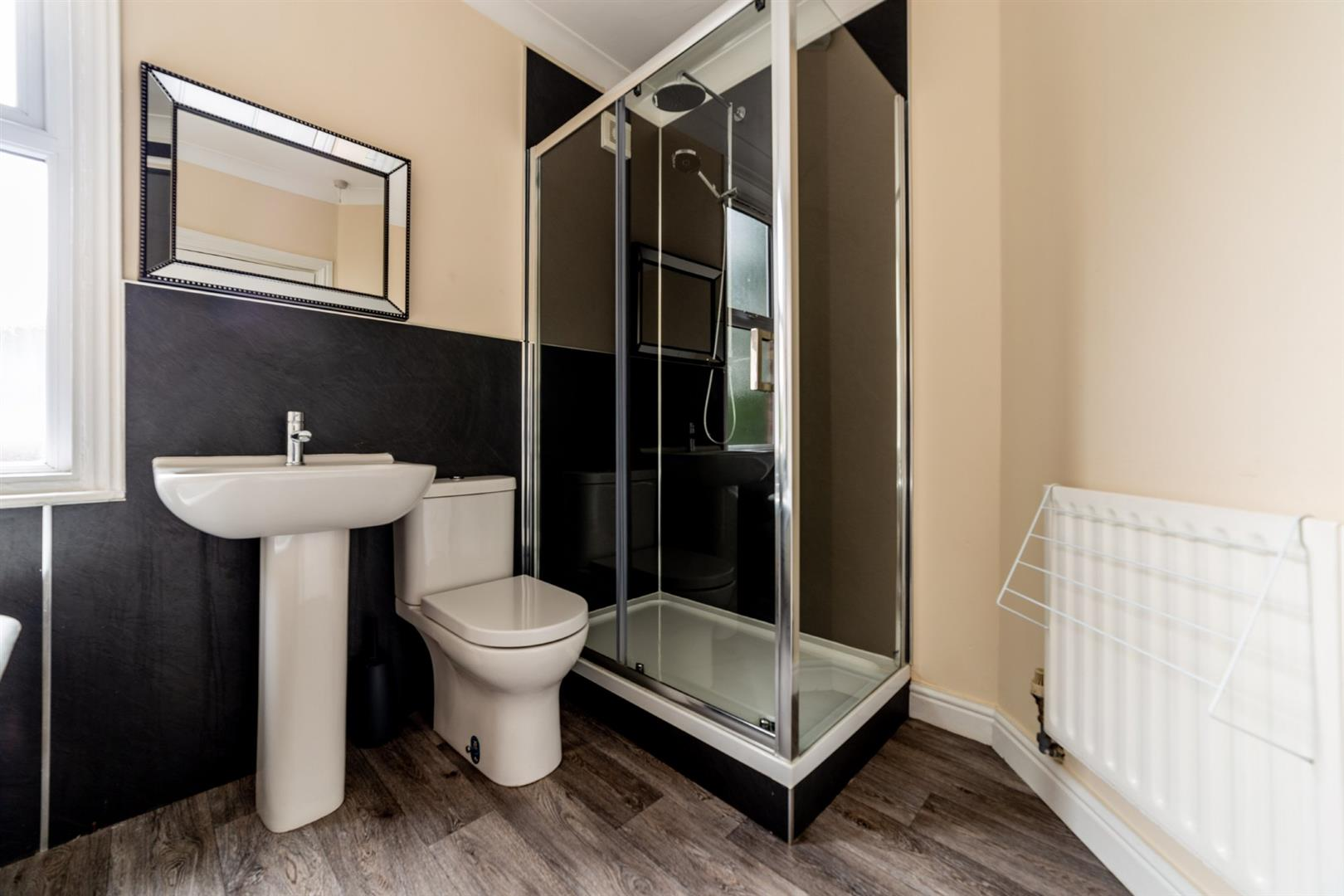 6 bed semi-detached house to rent in Osborne Road, Jesmond 8
