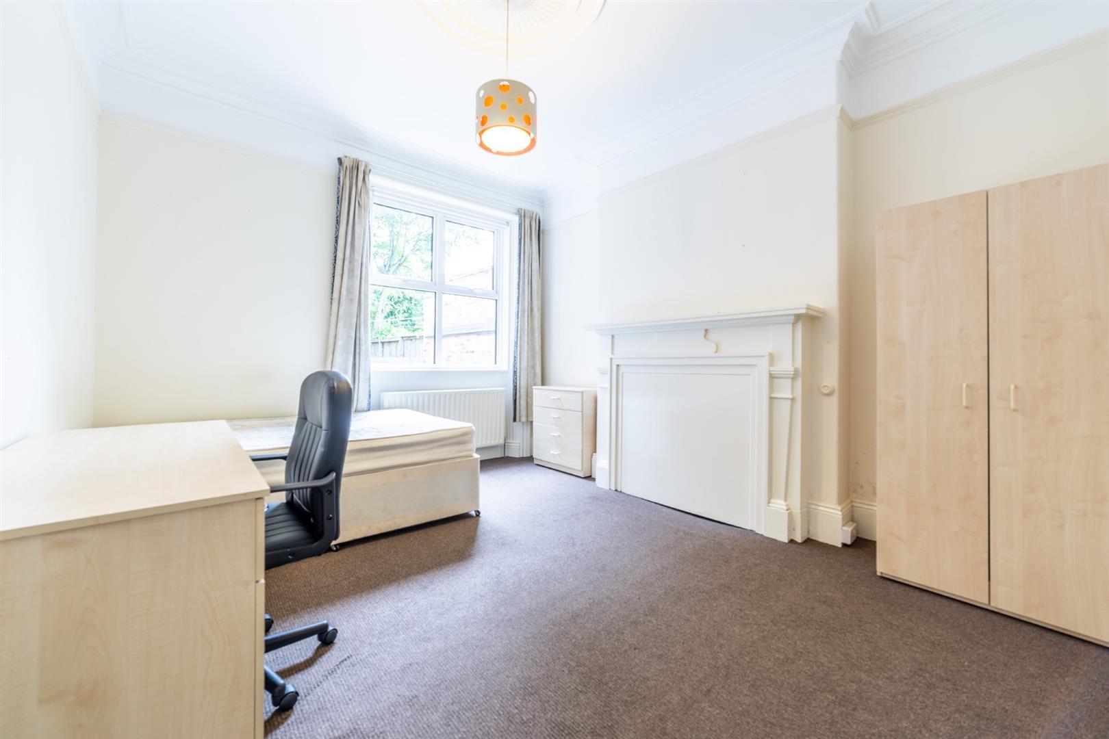 6 bed semi-detached house to rent in Osborne Road, Jesmond 2